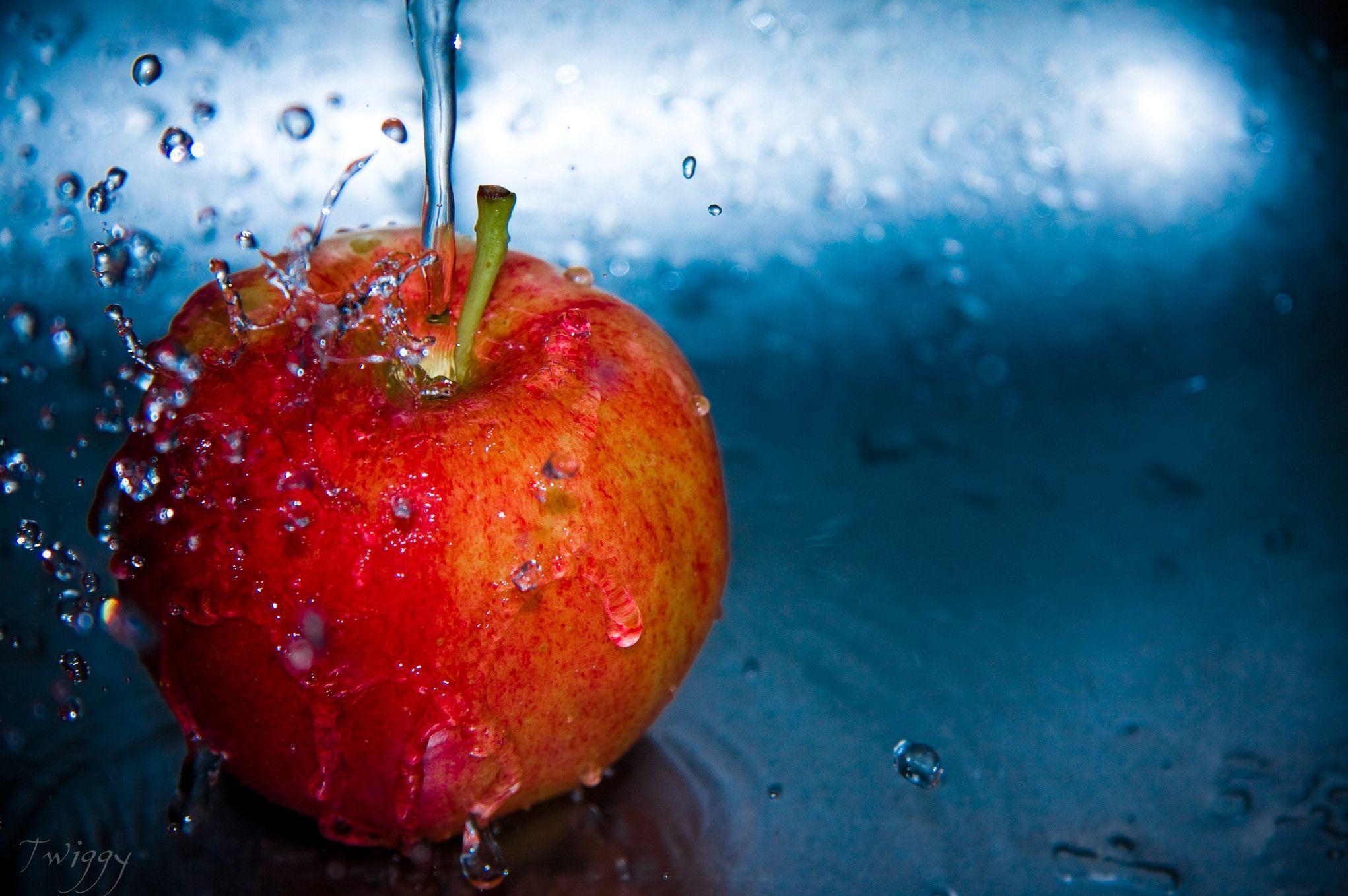Apple Fruit Water Wallpaper HD