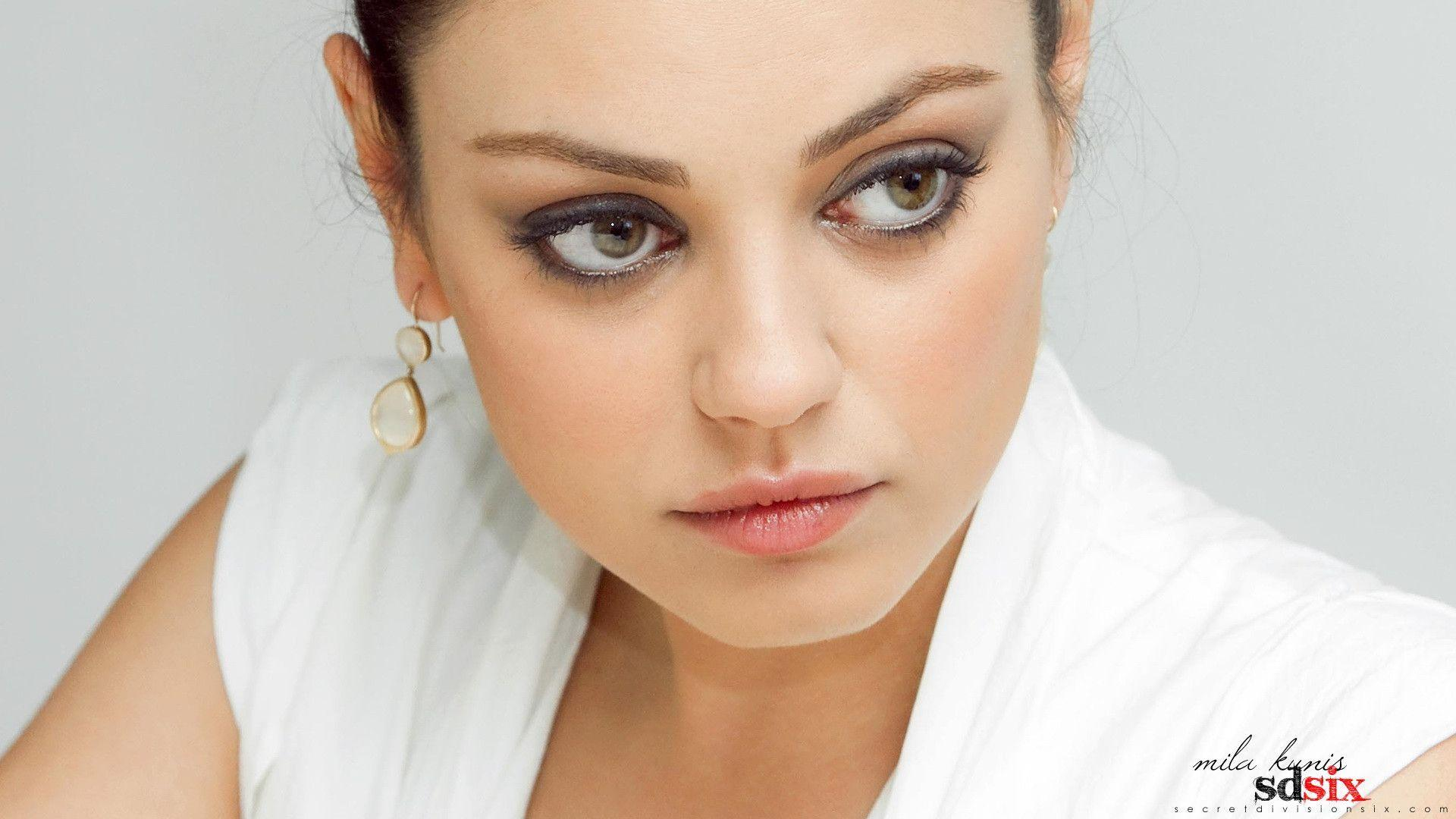 Mila Kunis Hot Wallpapers | Free Internet Pictures