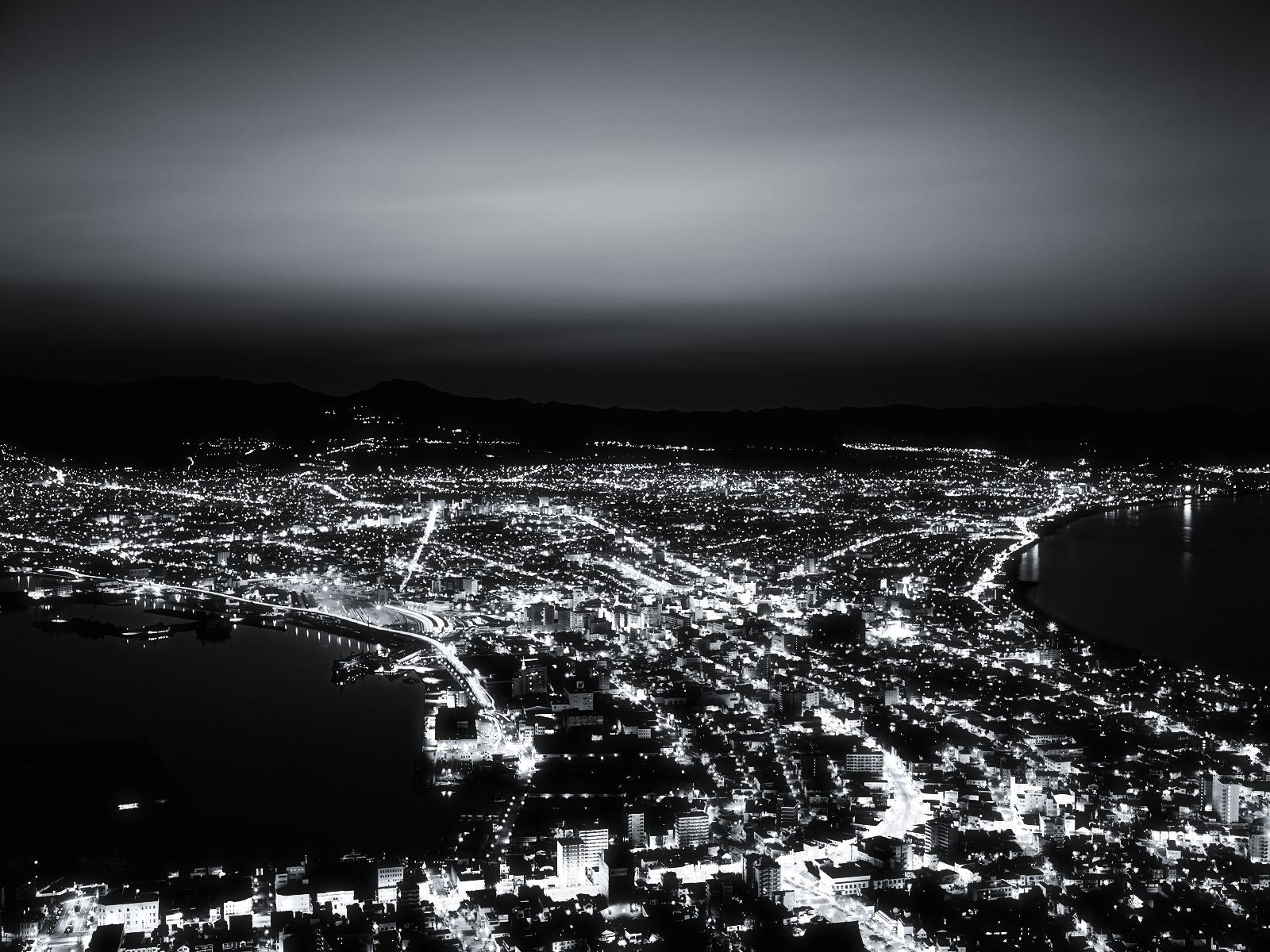 Black and White City from the Hill wallpapers