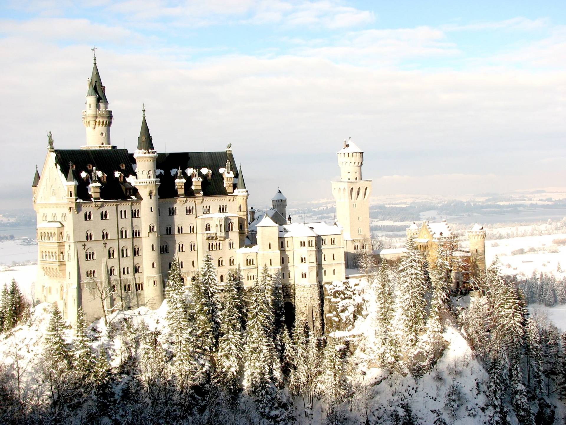 HD Neuschwanstein Castle In Winter Wallpaper | Download Free - 56251