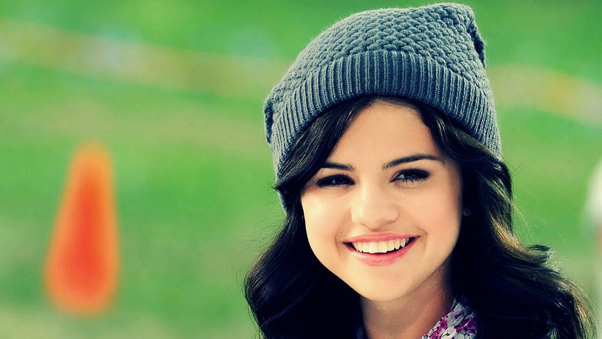 Selena Gomez Smile Wallpaper 39785 in Celebrities F - Telusers.com