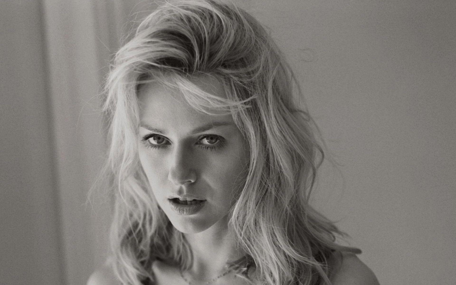 Naomi Watts - The Randomizer widescreen wallpapers for your desktop