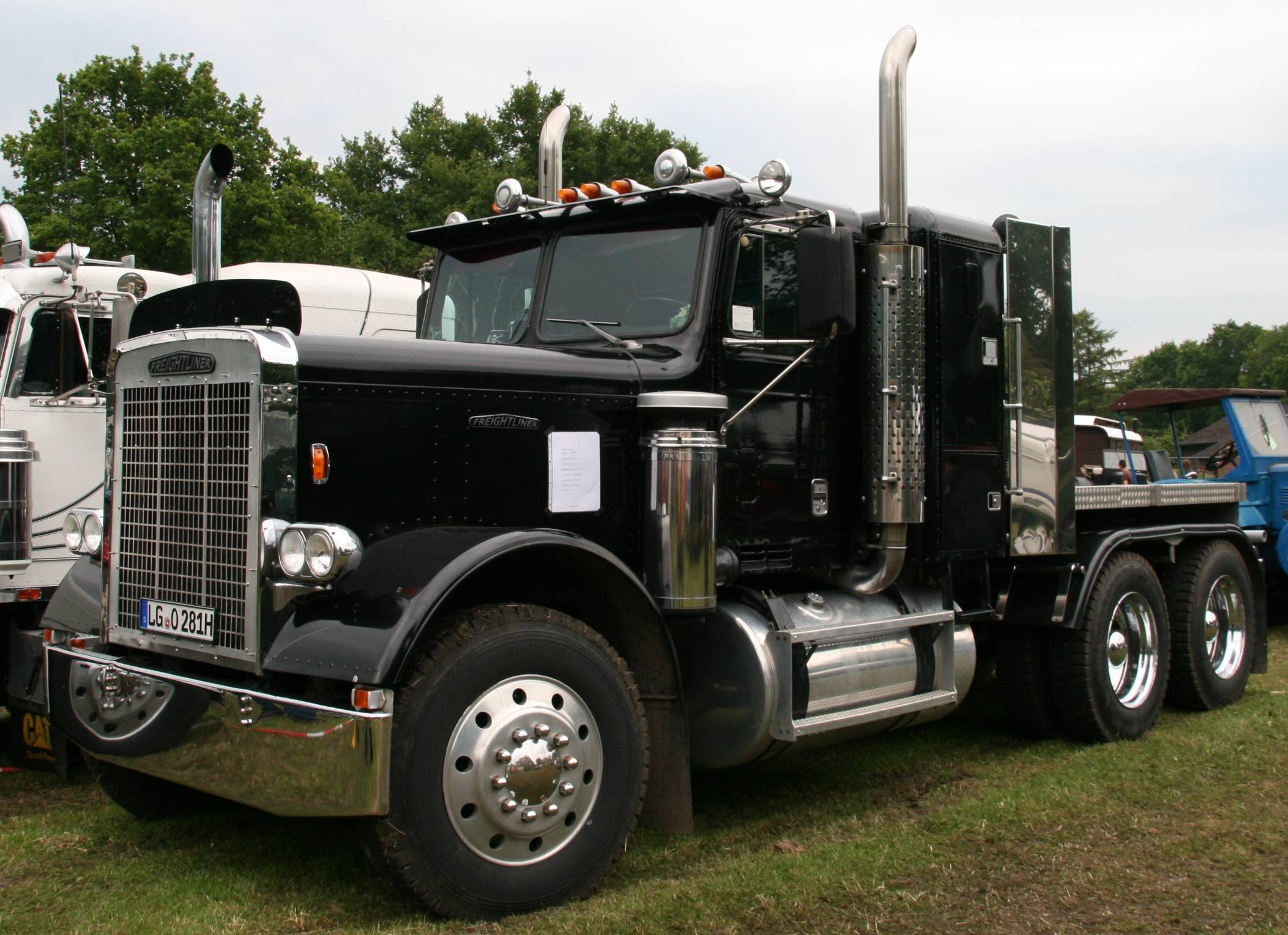 Semi Truck Dimensions Diagram as well View all moreover Tamiya Freightliner Cascadia Evolution Tractor Truck further Trailer Wiring Excursion Related Ugg 413 besides Truck projects and improvements. on trailer wiring diagram for big rig
