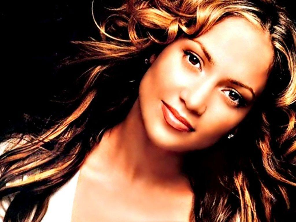 Jennifer Lynn Lopez meglio conosciuta come Jennifer Lopez o col soprannome di JLo New York 24 luglio 1969 è una cantautrice attrice ballerina imprenditrice