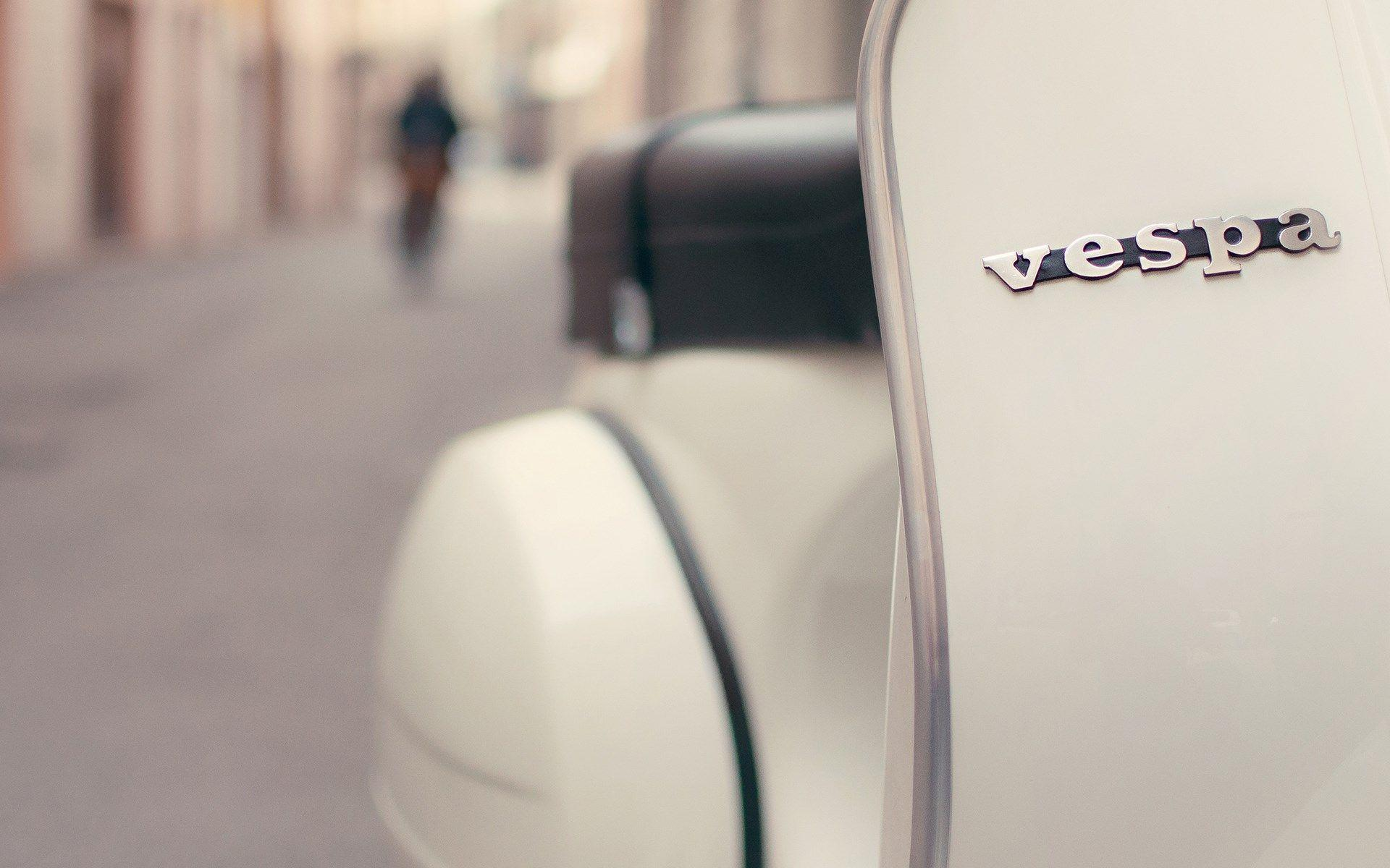 Street Focus Vespa Scooter Logo HD Wallpaper - ZoomWalls