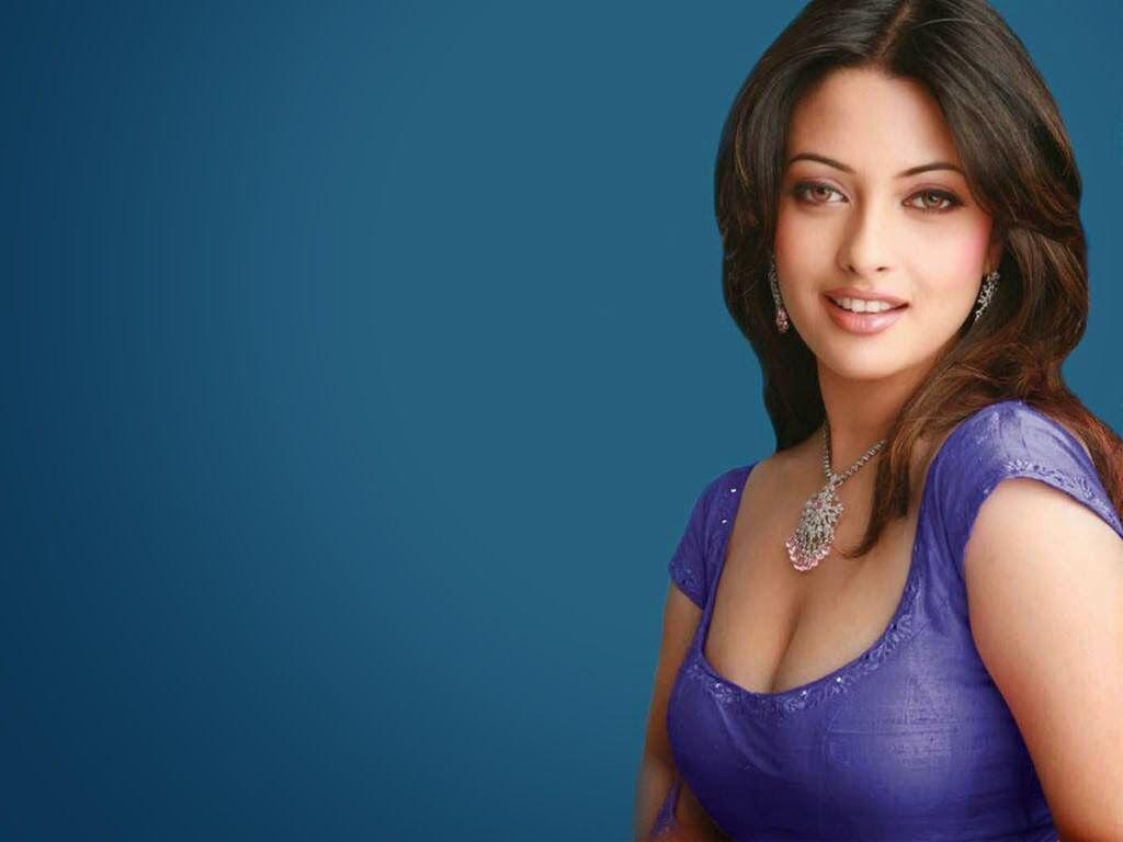 Indian Bollywood Actress Riya Sen Full Hd Wallpapers For Desktop