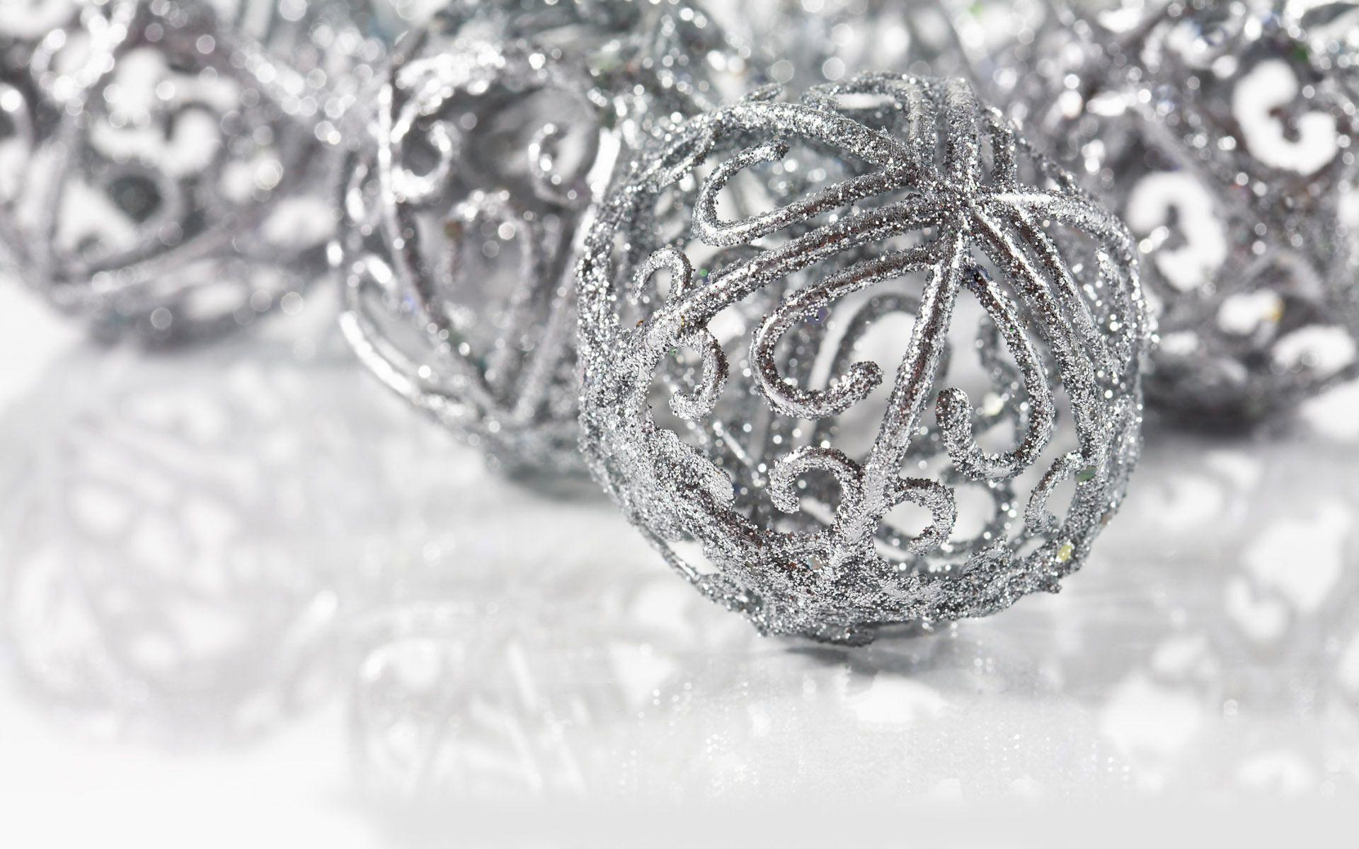 Wallpapers For > Silver Christmas Ornaments Wallpaper