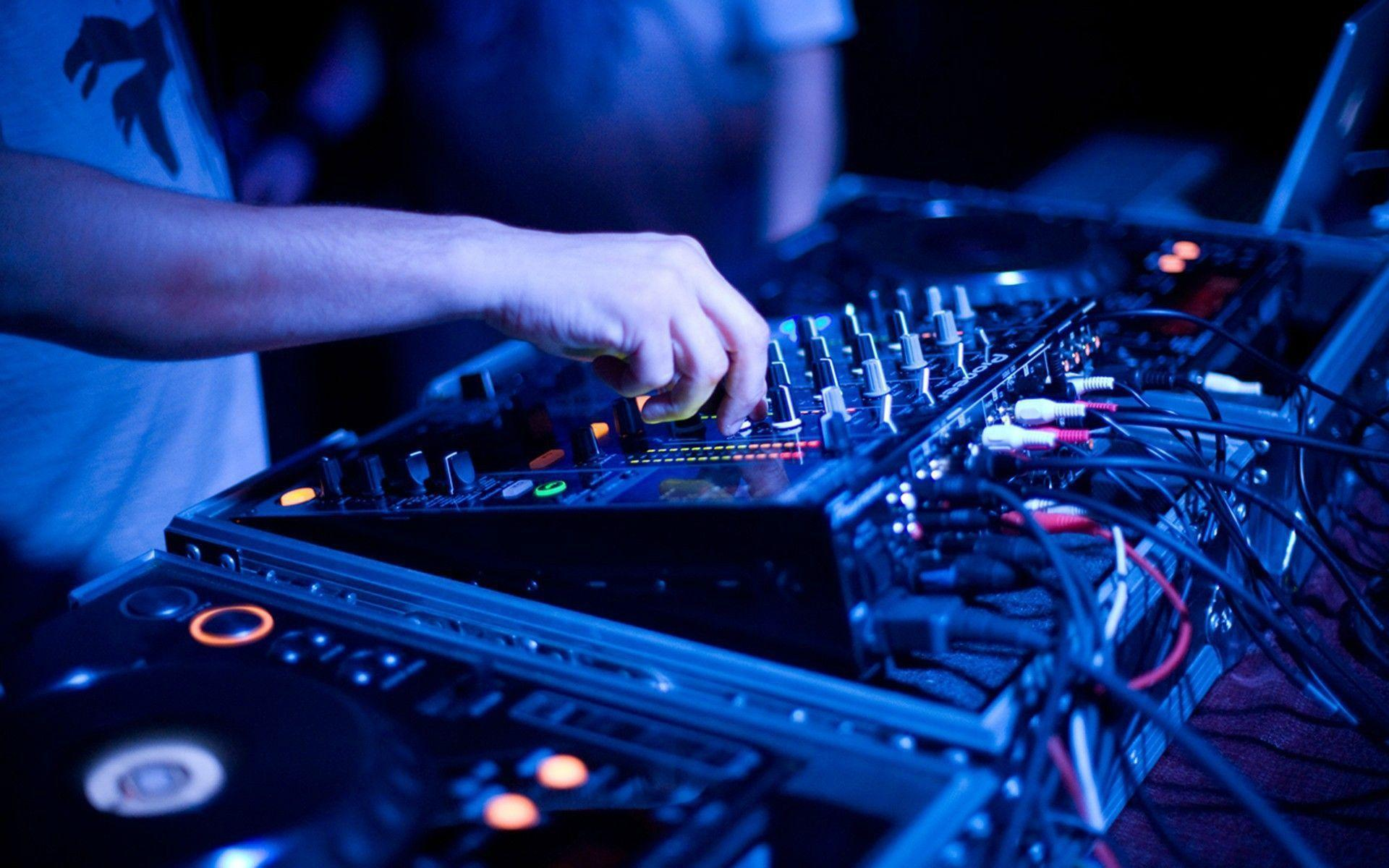 DJ equipment for mixing music