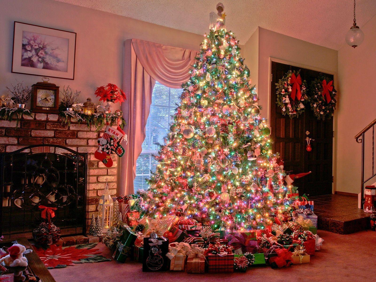 Christmas tree wallpaper backgrounds wallpaper cave christmas tree christmas tree background wallpapers desktop voltagebd Gallery