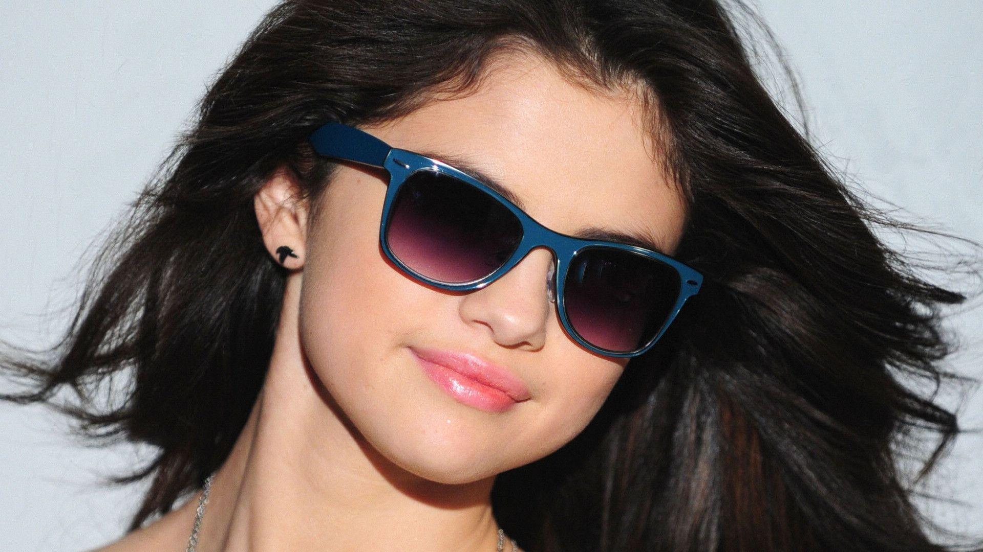 Selena Gomez Sunglasses Wallpaper 39787 in Celebrities F ...