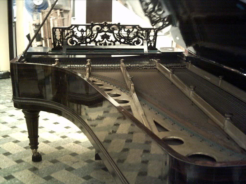 grand piano wallpaper - photo #16