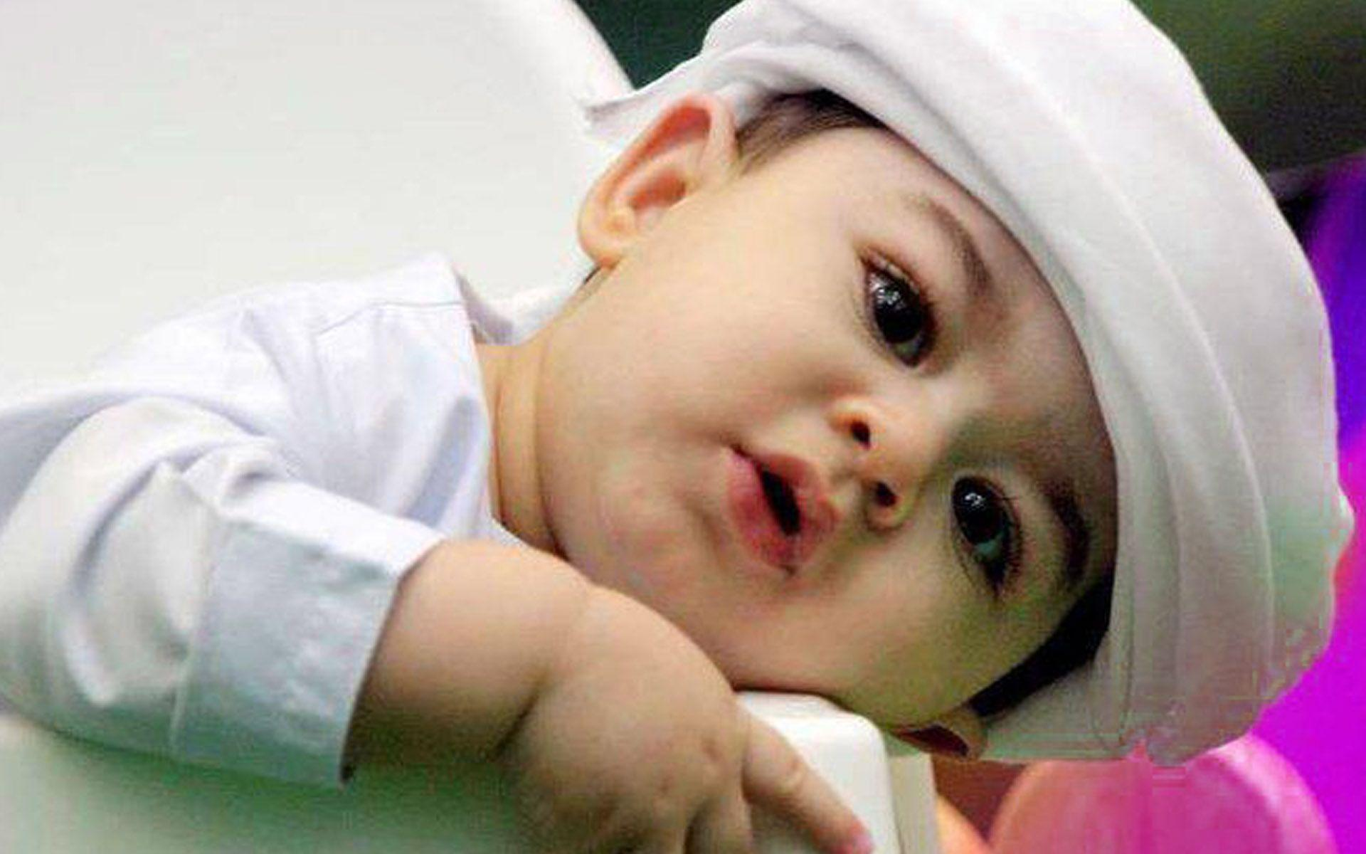 Cute Baby With Hat Wallpapers: Cute Baby Boy Pictures Wallpapers