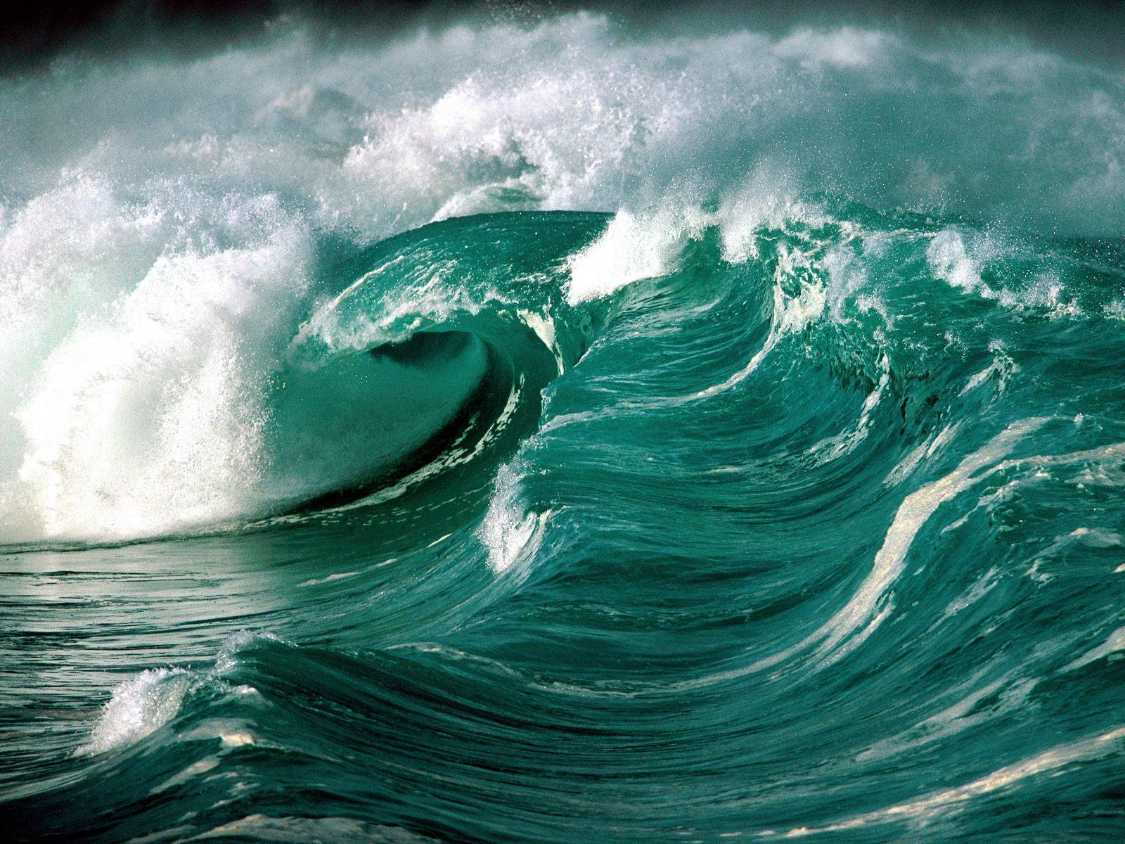 Tsunami waves on ocean free desktop background - free wallpaper image