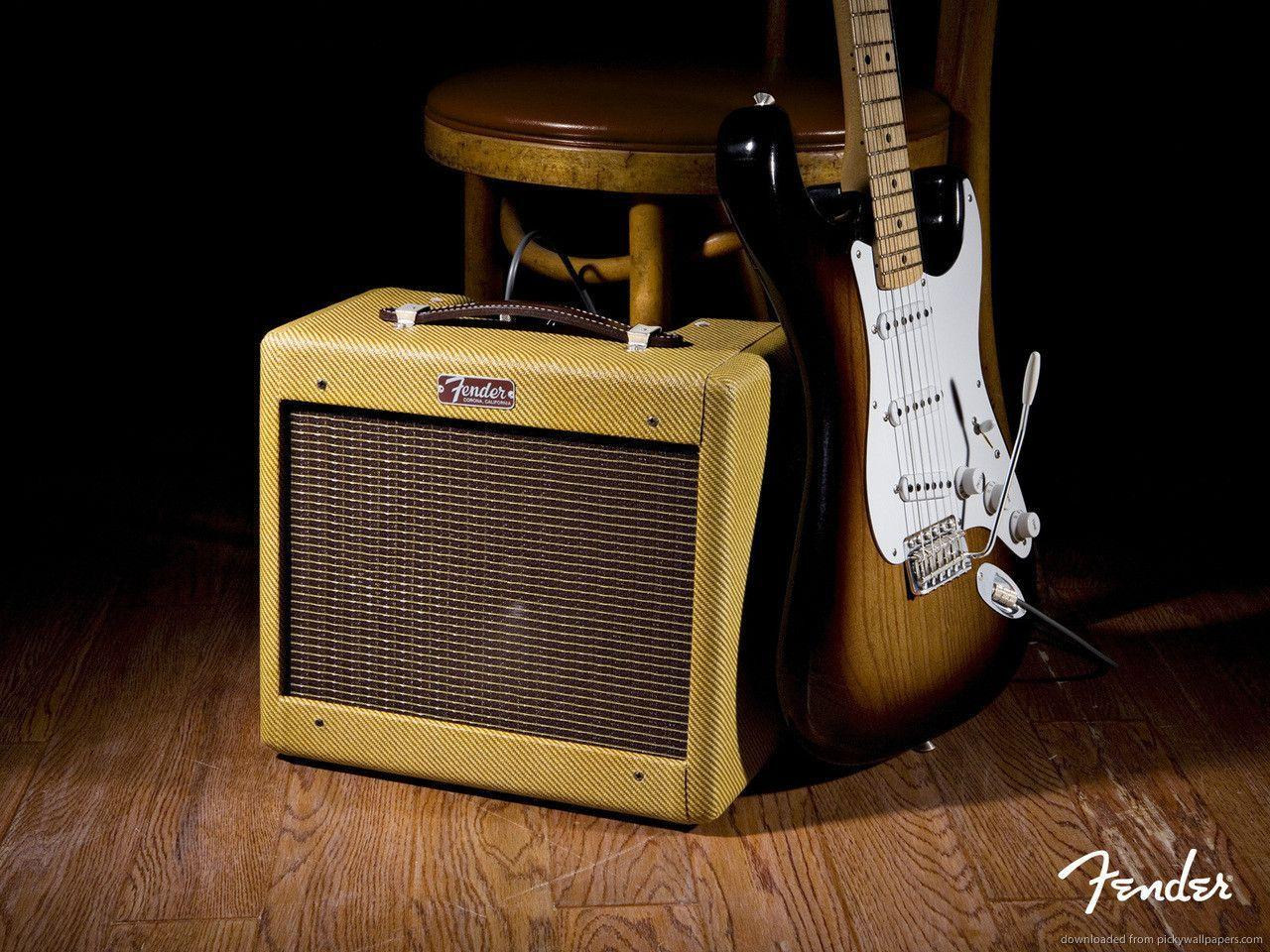 Download 1280x960 Old Fender Amp And Electric Guitar Wallpapers