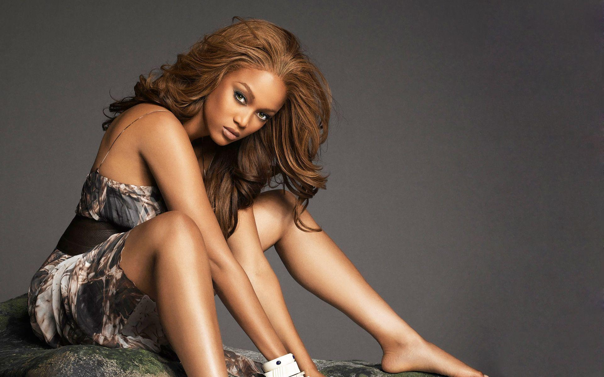 Tyra banks wallpapers wallpaper cave for Model height