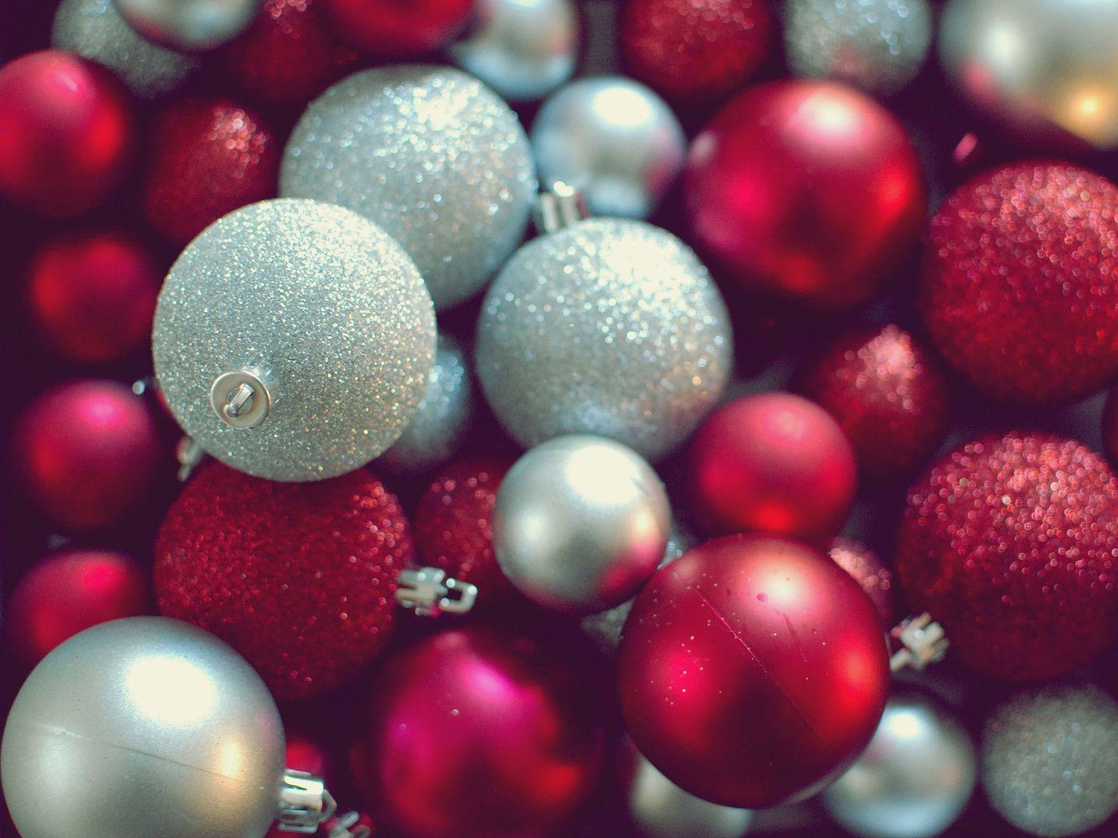 christmas ornament wallpaper 2015 - Grasscloth Wallpaper