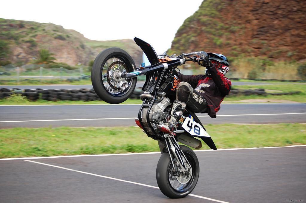 Stunt Bike Wallpapers - Wallpaper Cave