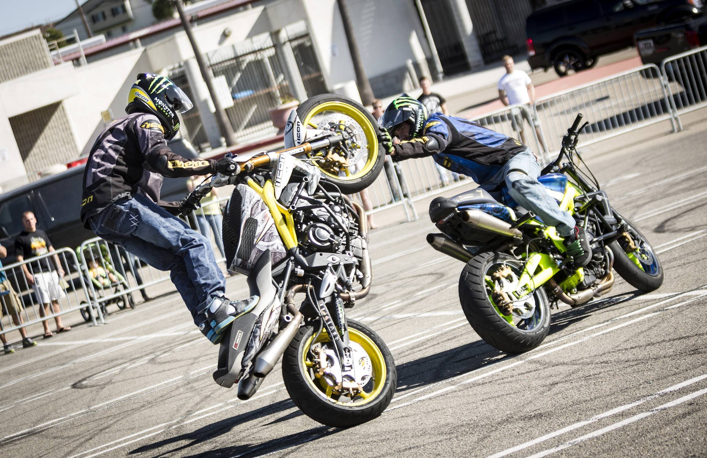 Fabricaciop R15 Bike Stunts Wallpapers Hd