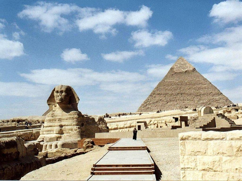 1024x768 Great Sphinx and Pyramid desktop PC and Mac wallpapers