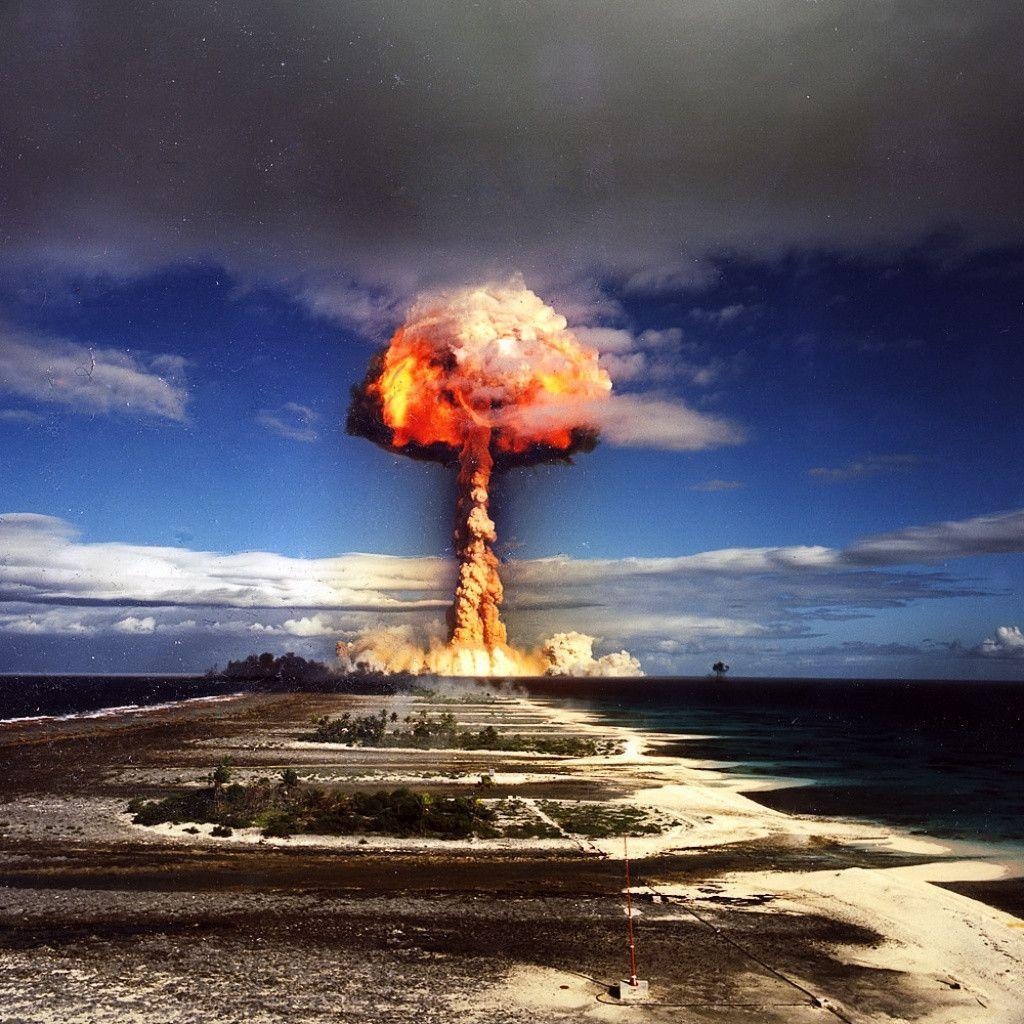 Nuclear Explosion iPad 1 & 2 Wallpaper