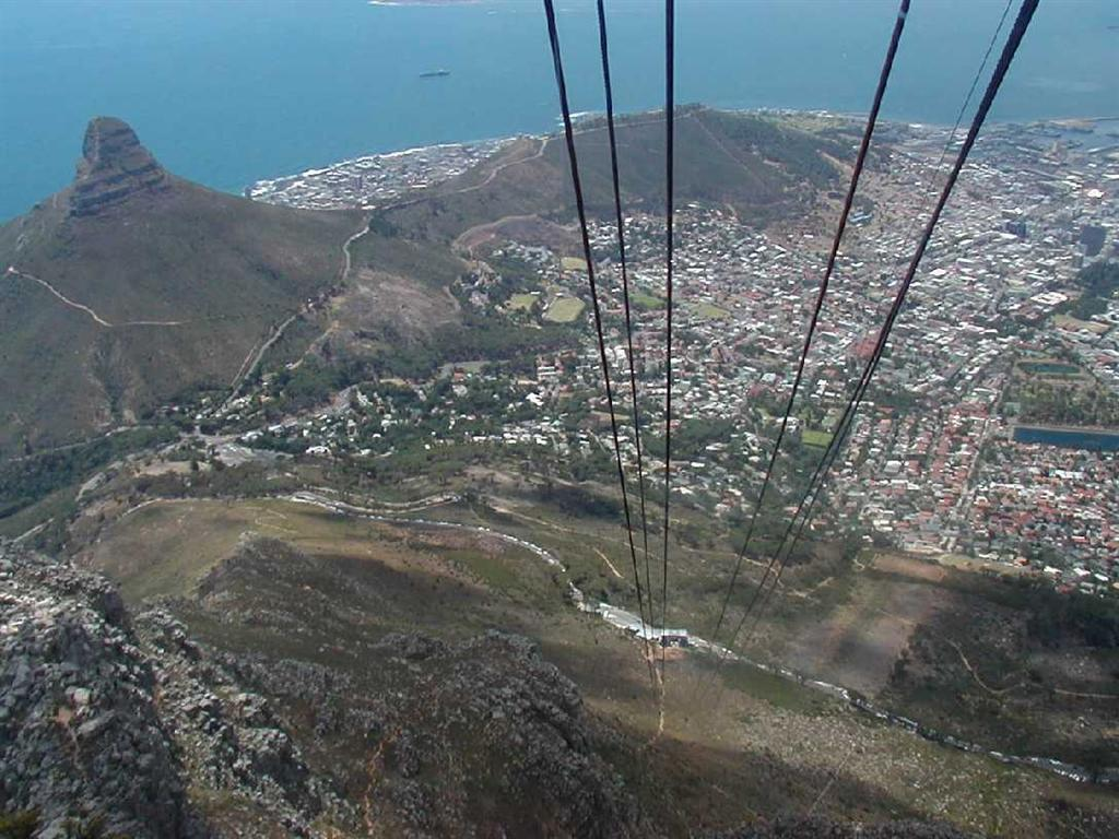 Free desktop wallpaper, cable car descending from Table Mountain