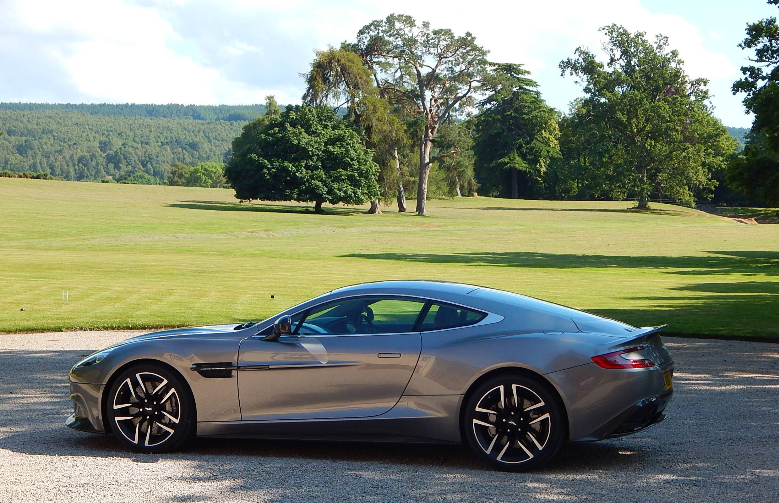 2015 Aston Martin Vanquish Awesome Wallpapers