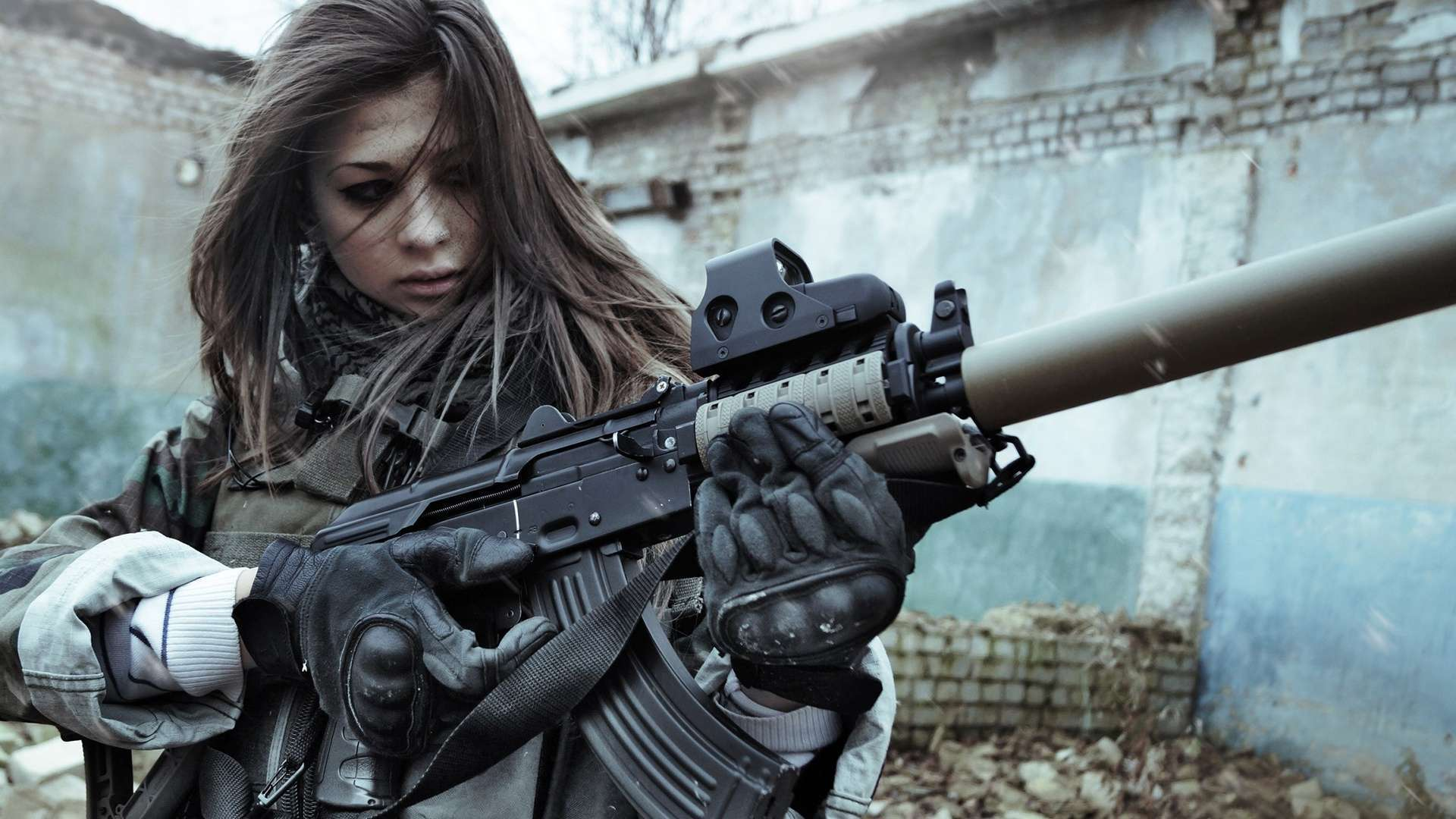 Girls With Guns HD Wallpapers