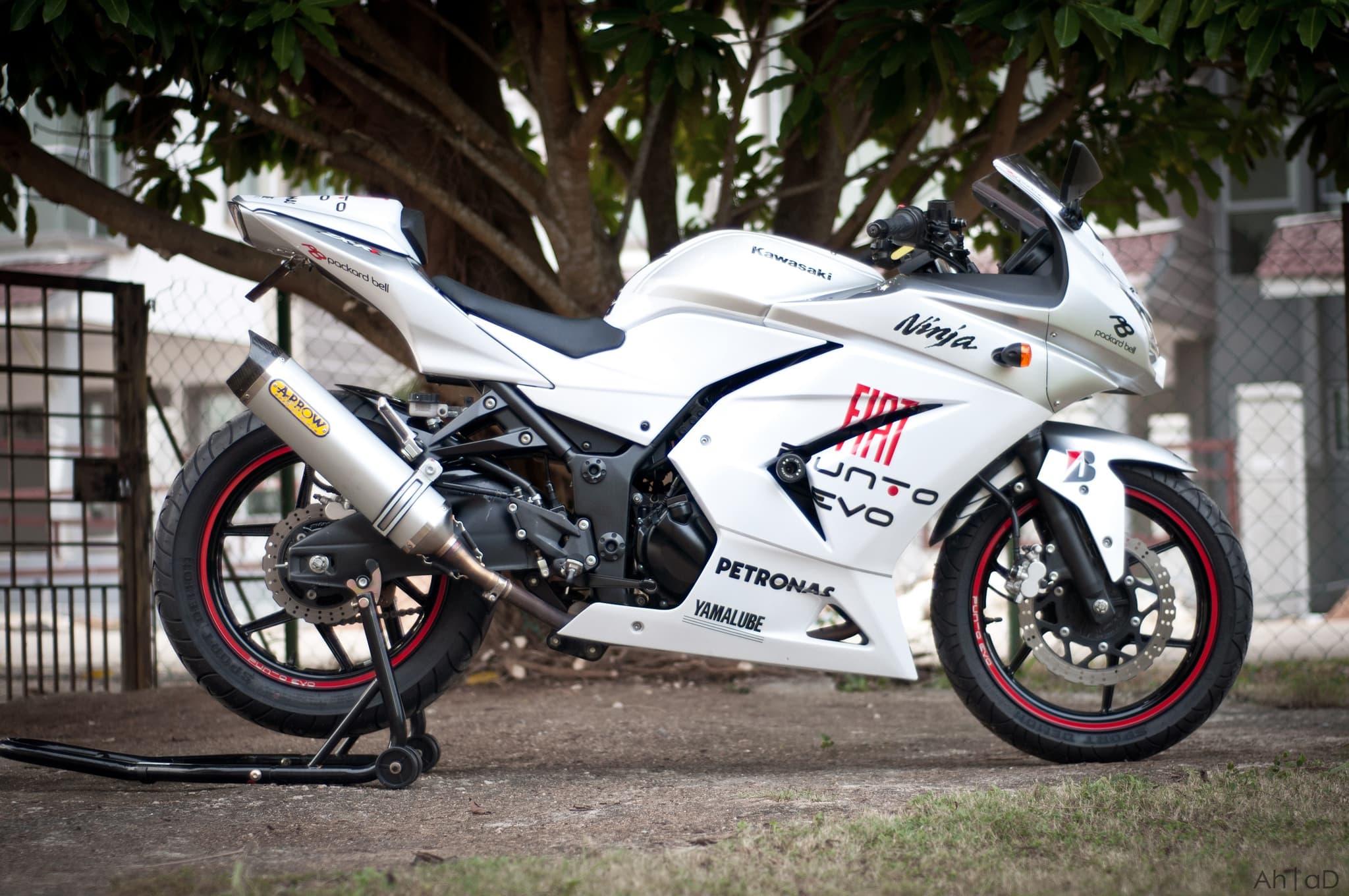 Kawasaki Ninja 250r Wallpapers Images And Pictures High Quality