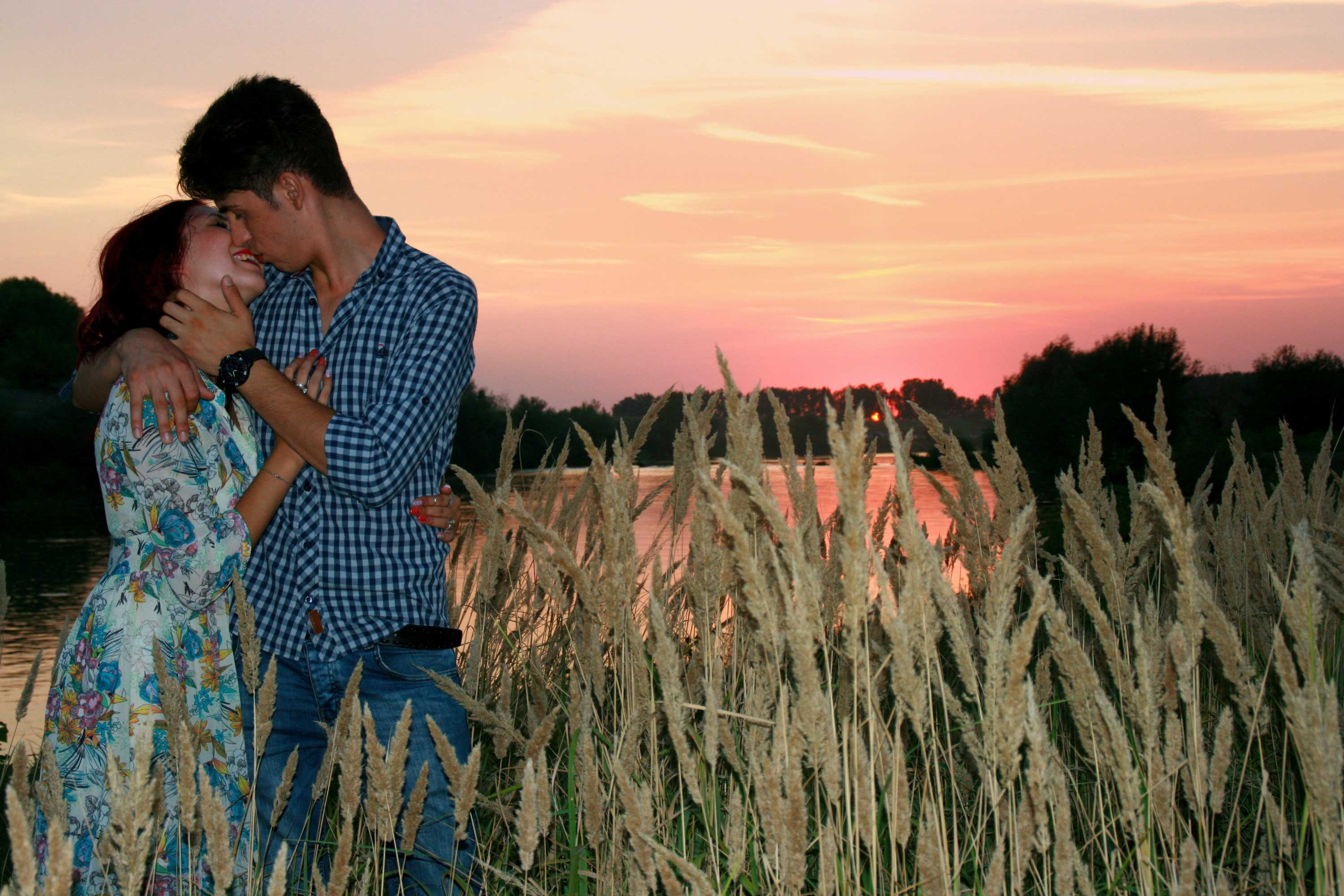 Image Gallery Of Cute Couple Hug Wallpaper For Mobile