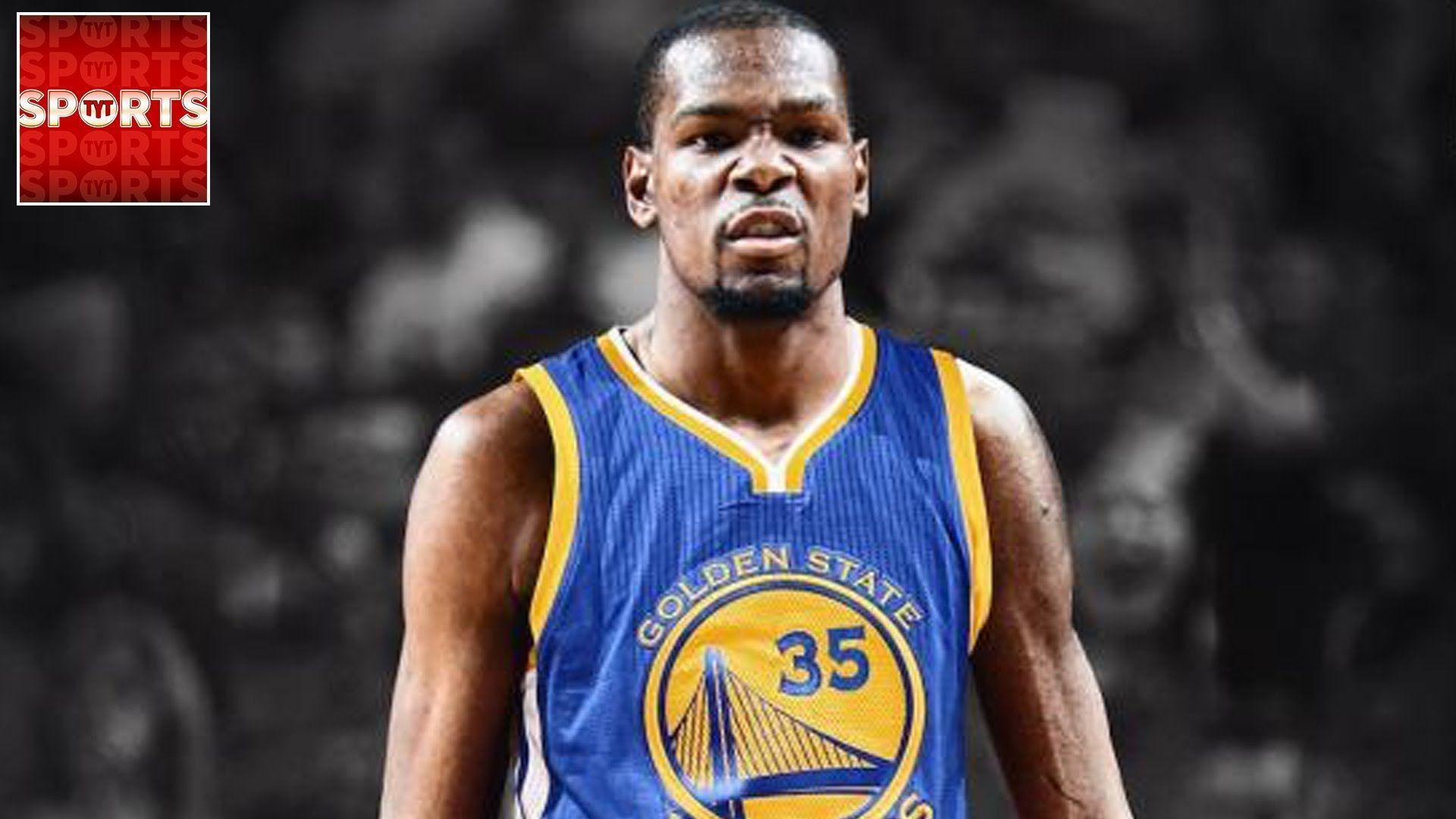 KEVIN DURANT SIGNS WITH THE WARRIORS