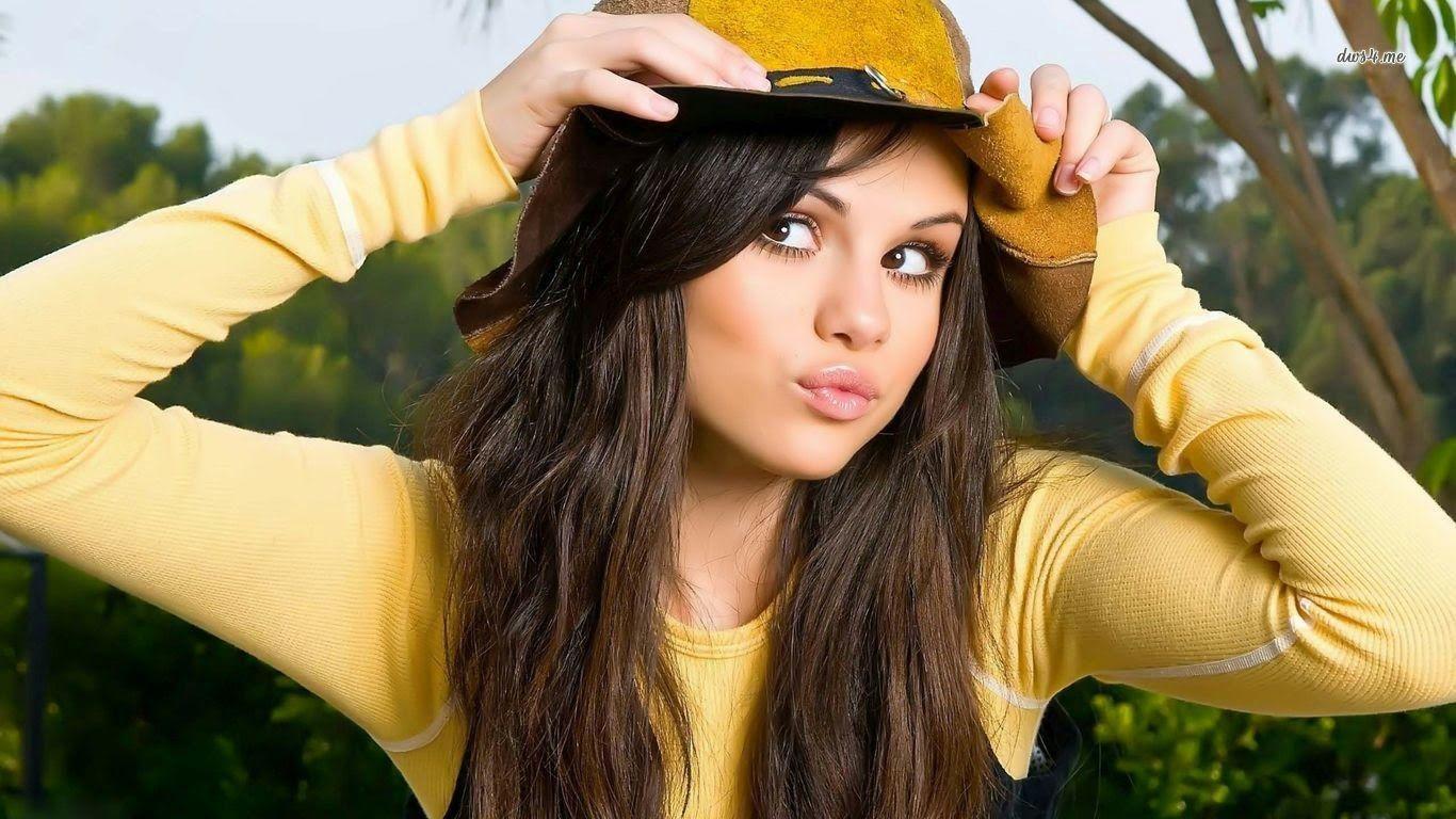 Selena Gomez Wallpaper 2017