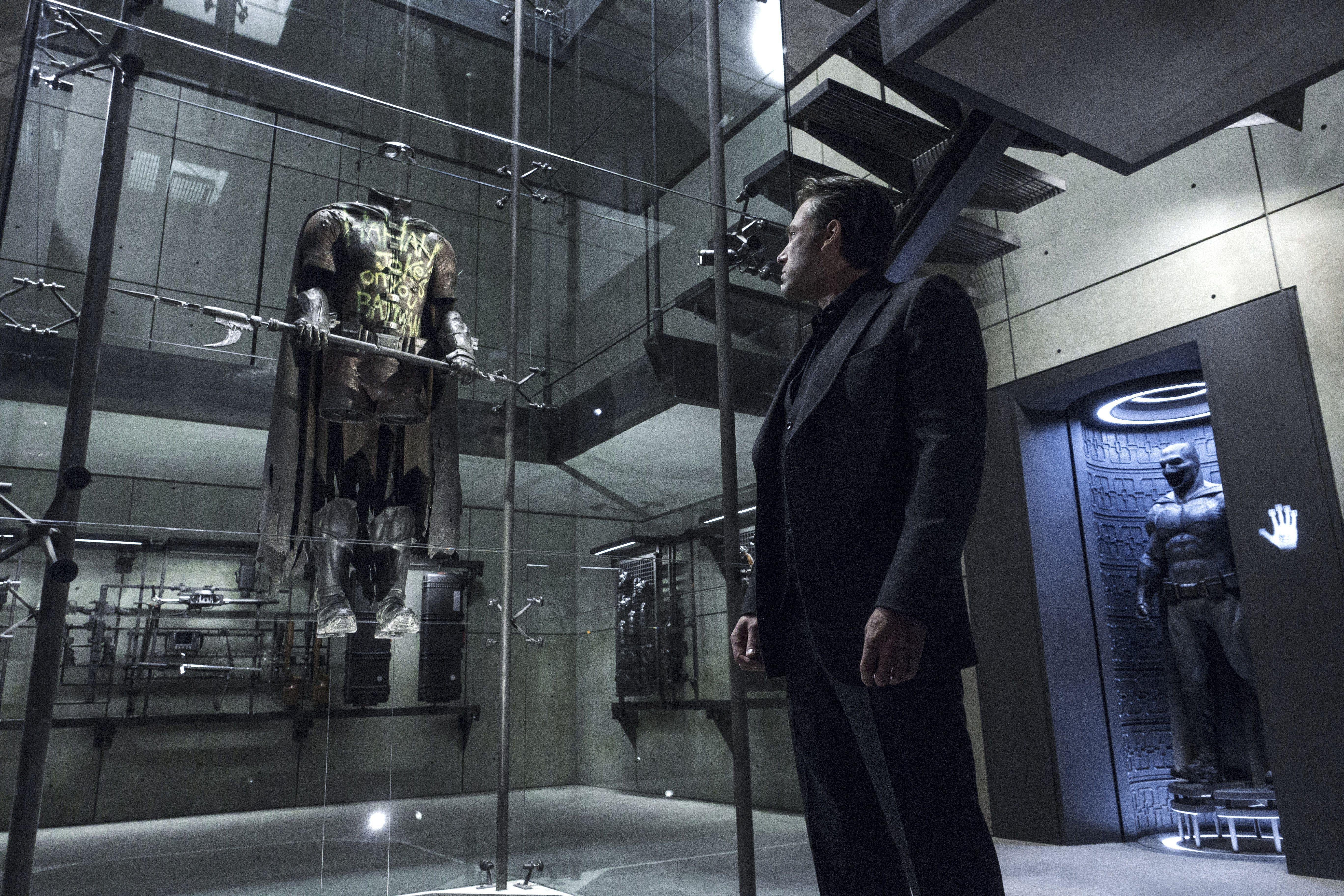 Batman v Superman: 44 New Image Go High