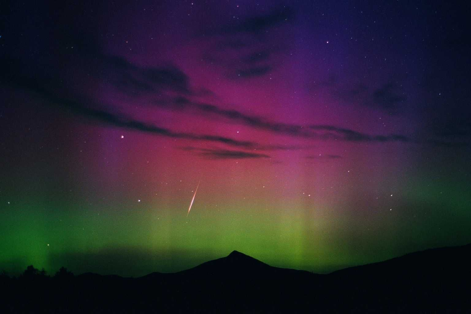 Free Meteor Shower Wallpapers Download | PowerPoint E-learning Center