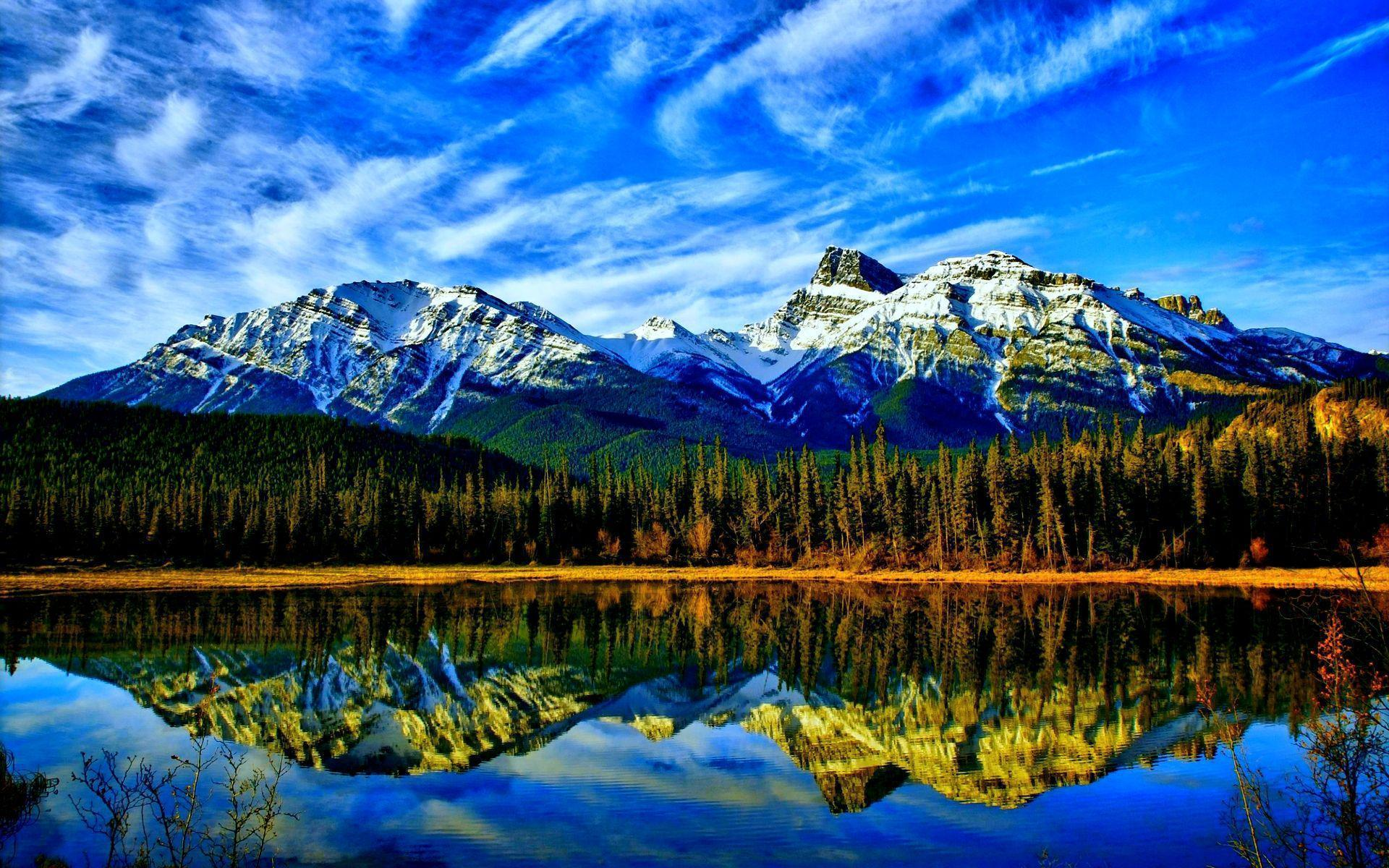 HD Stunning Mountain Lake Wallpapers and Photos