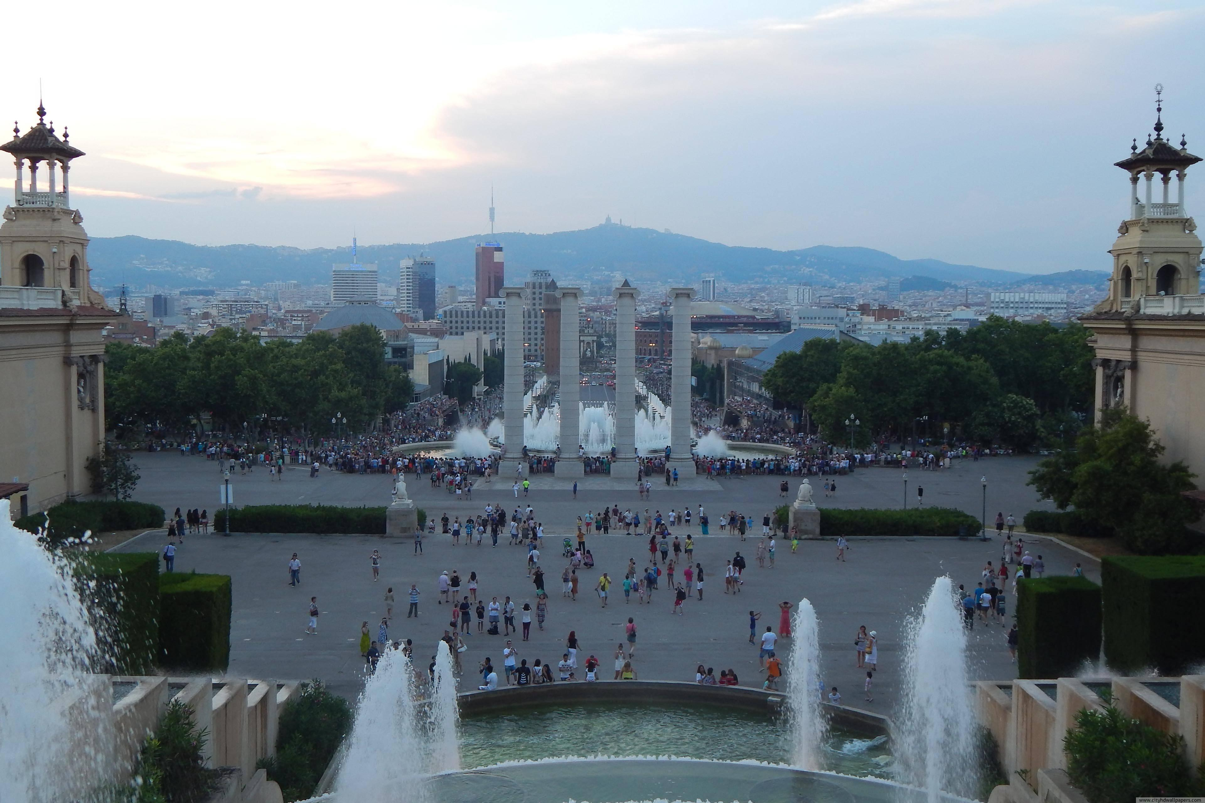 Tourists and large plaza fountain in Barcelona city | city wallpaper