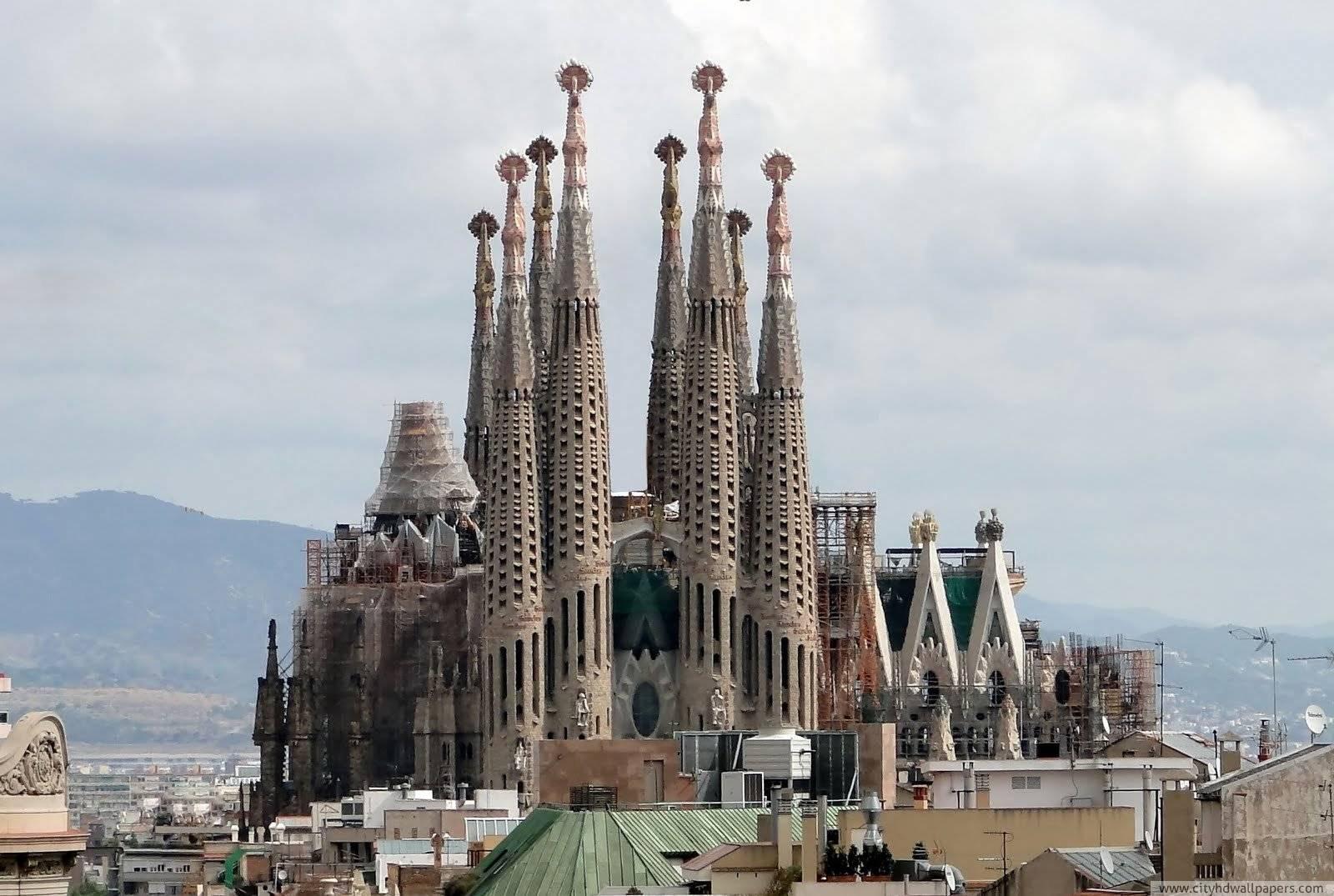 The magnificent la sagrada familia church in Barcelona | city ...