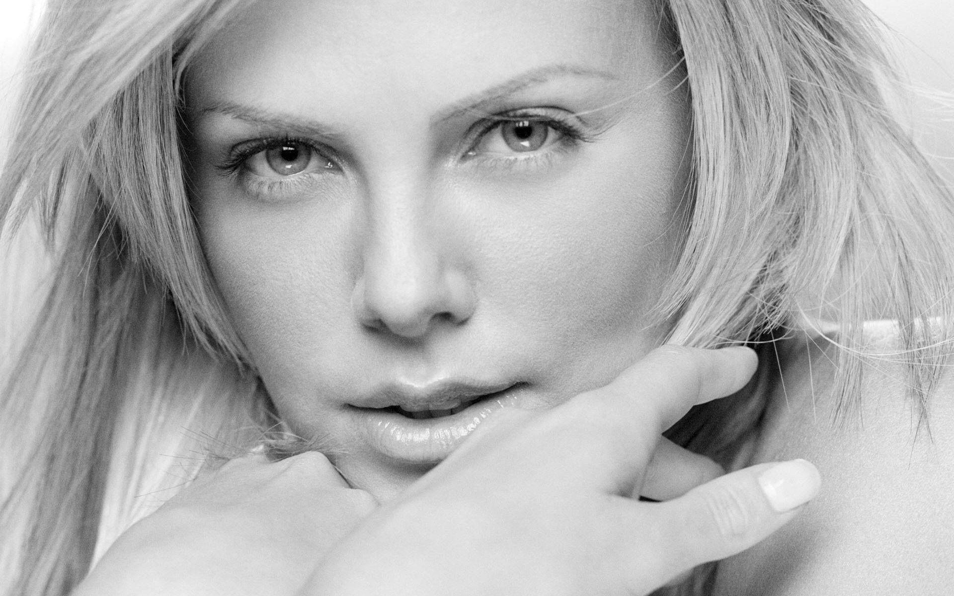 Charlize Theron Hot Wallpapers Group (51+)