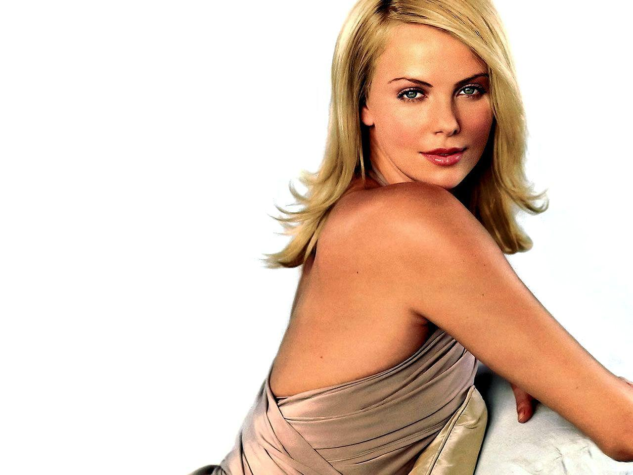 Charlize Theron Wallpaper | 1600x1200 | ID:1595