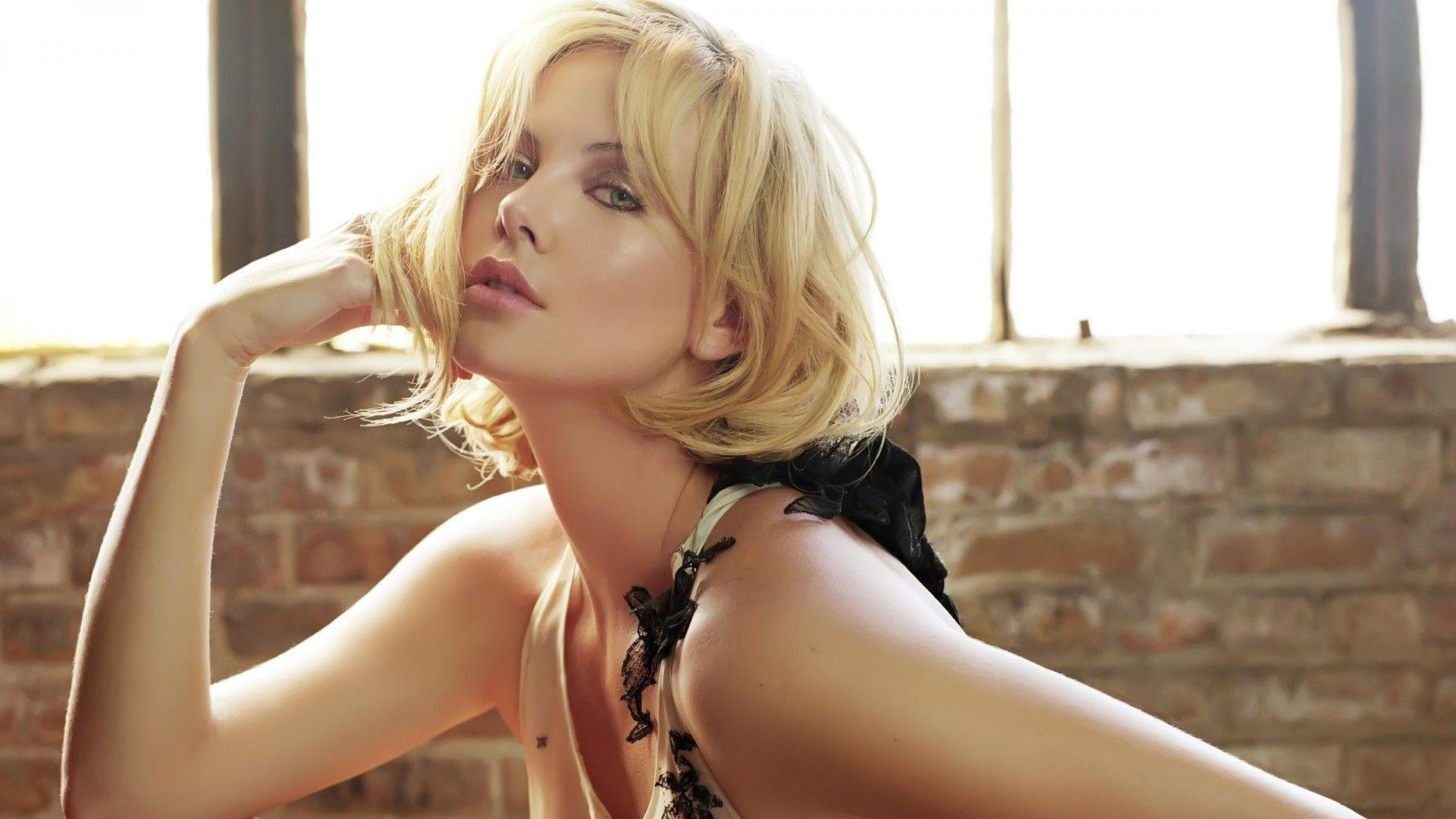 Beautiful Actress Charlize Theron widescreen wallpaper | Wide ...