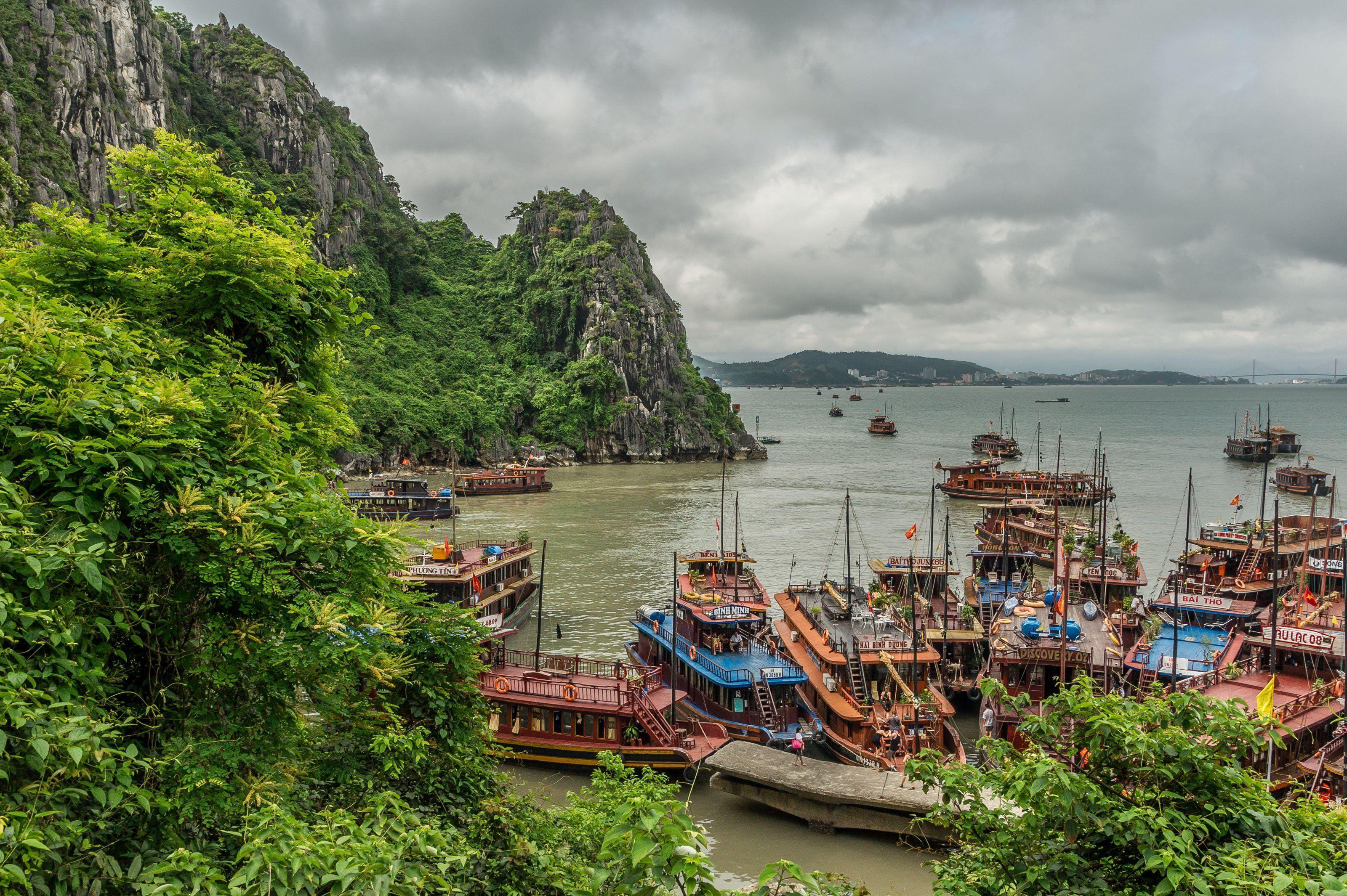 halong bay vietnam landscape free desktop backgrounds and wallpapers