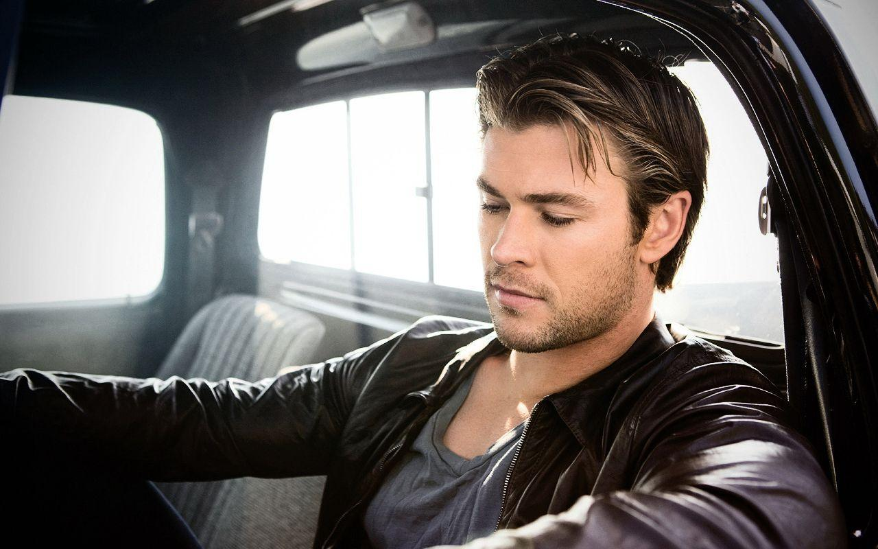 Chris Hemsworth Wallpapers Wallpaper