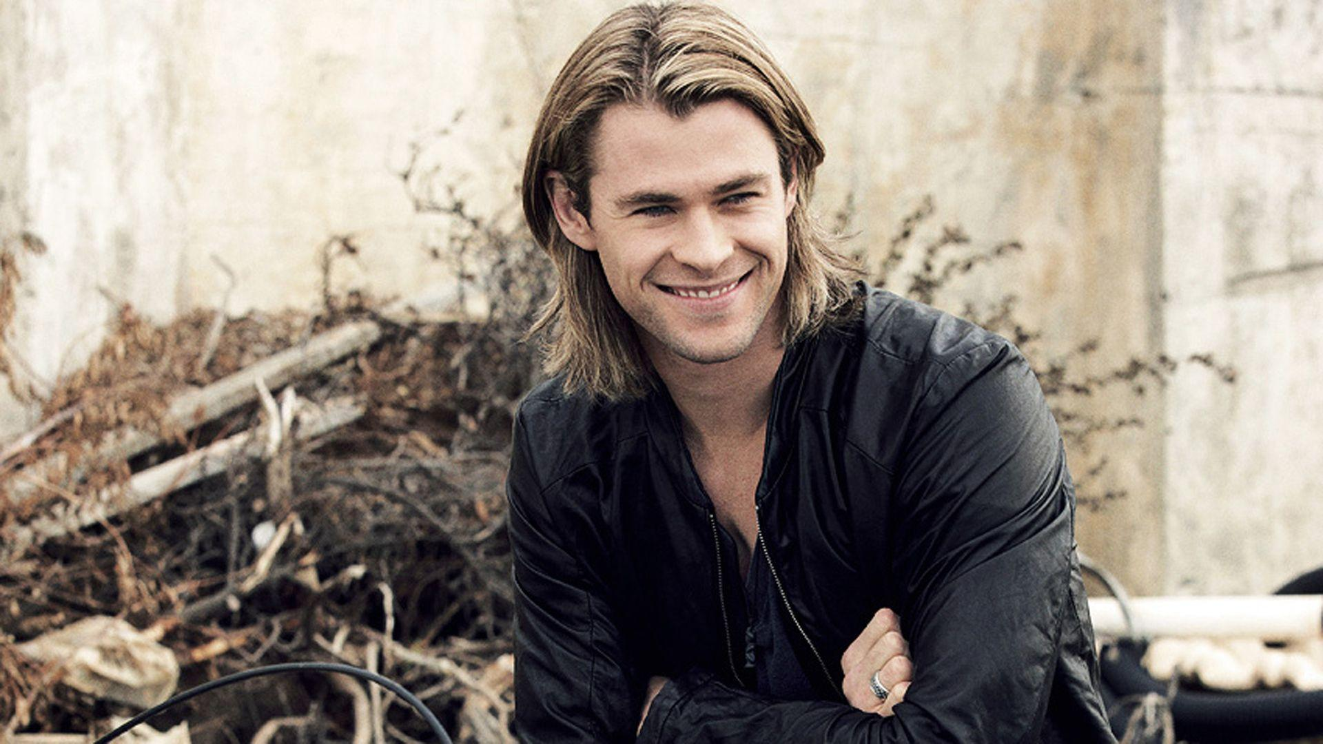 Chris Hemsworth Wallpapers And Backgrounds