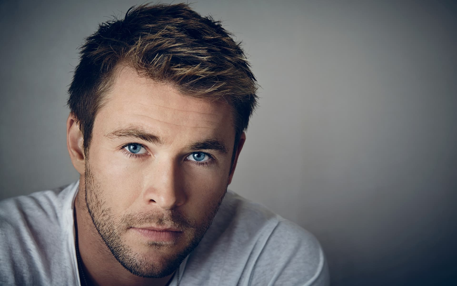 23+ Chris Hemsworth wallpapers High Quality Resolution Download