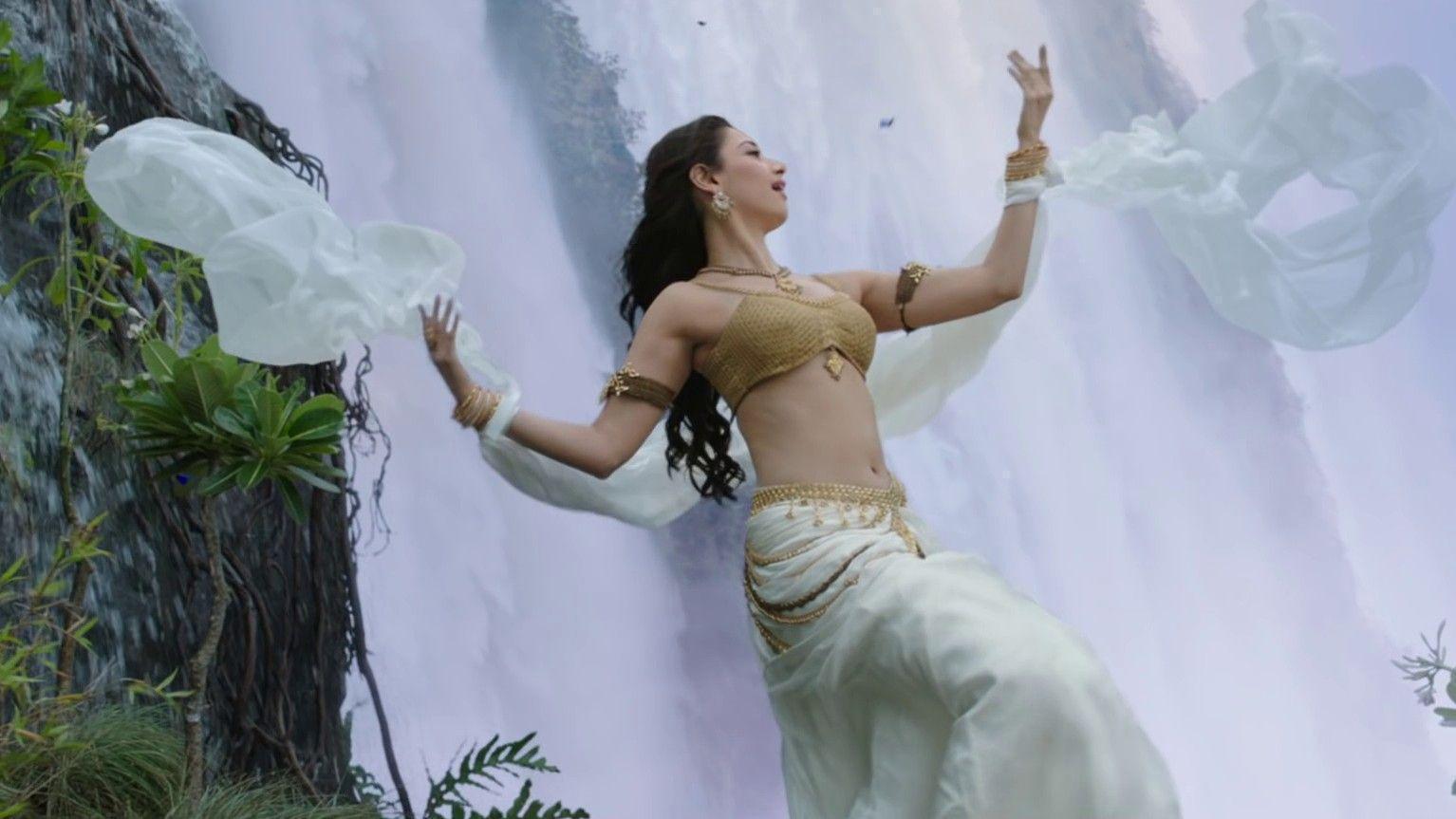 Tamanna Bhatia Baahubali Movie Actress Wallpaper - DreamLoveWallpapers