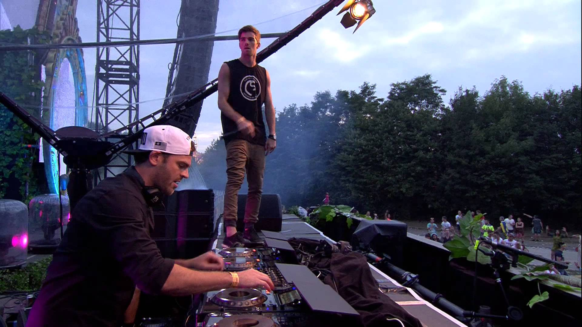 Tomorrowland 2014 | The Chainsmokers - YouTube