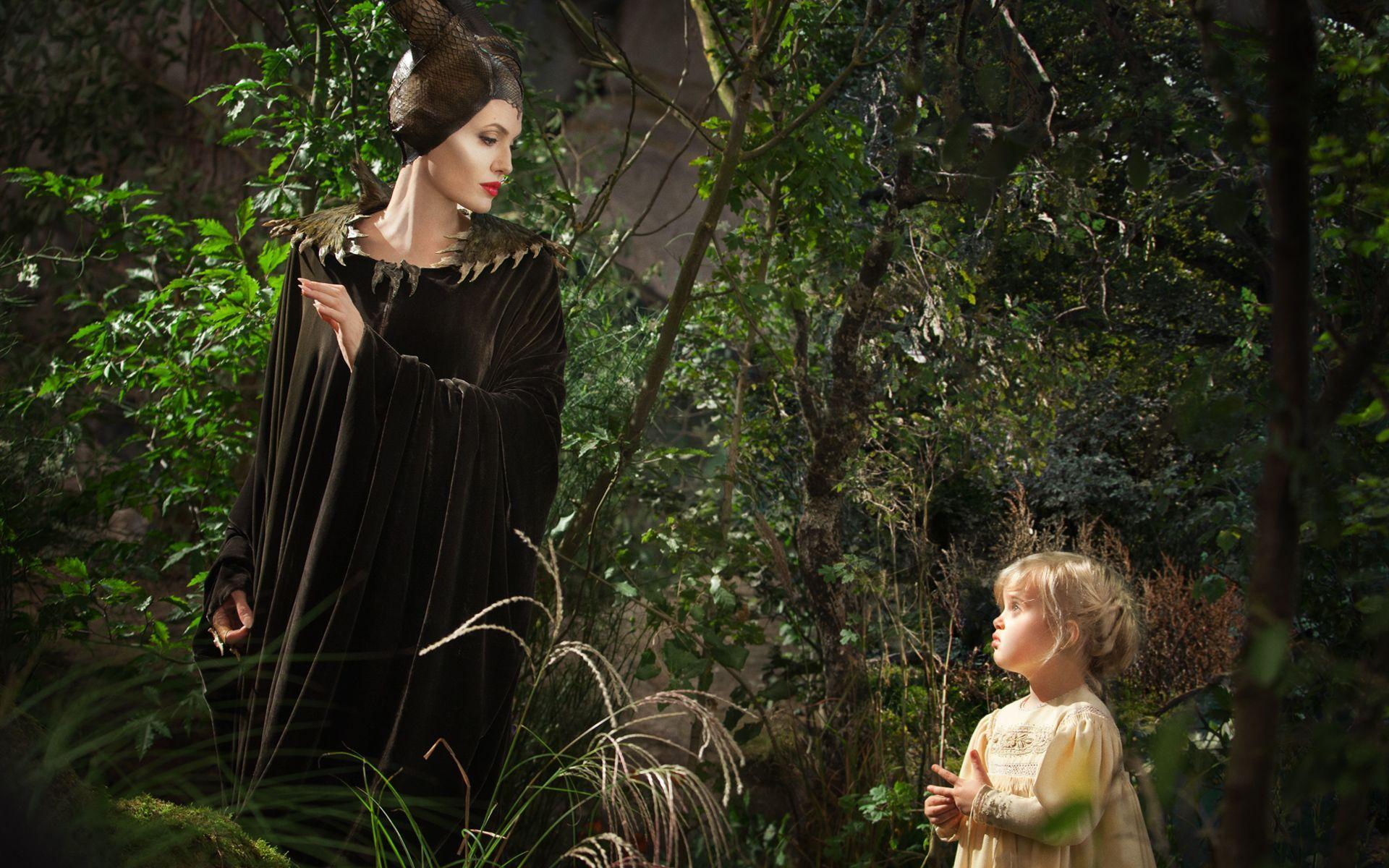 Maleficent & young Sleeping Beauty