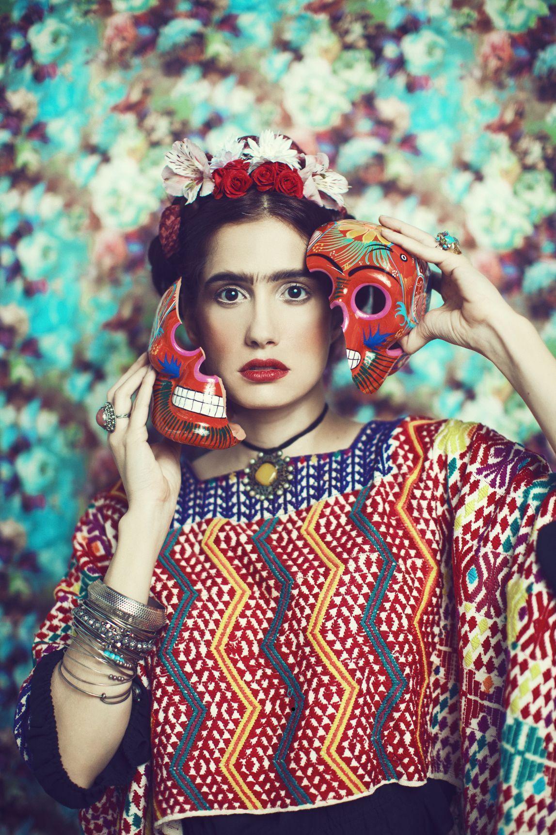 Frida Kahlo Works Paintings Art Pinturas Obras Photos Fotos chronology Cronología Books Libros Biography Biografía