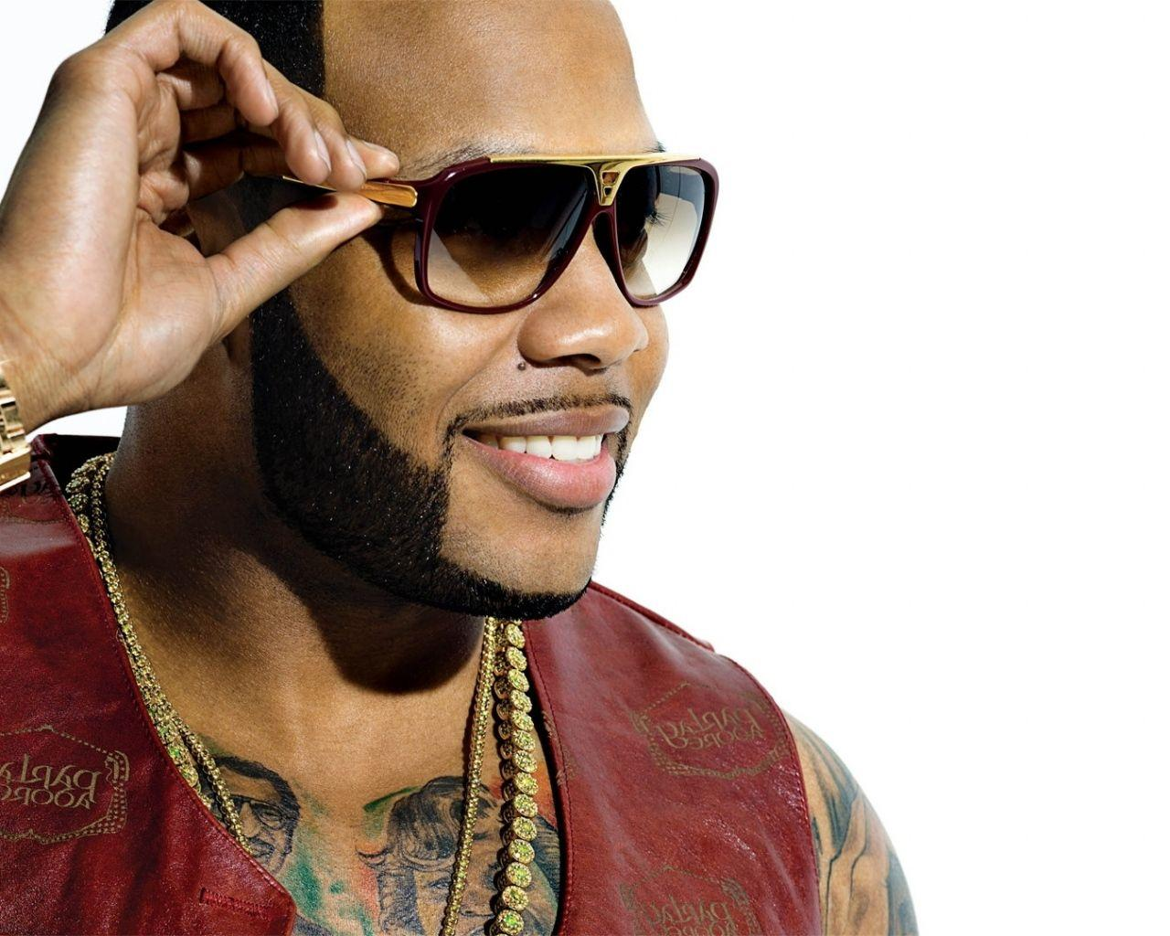 Download Wallpaper 1280x1024 Flo rida, Glasses, Smile, Watches ...