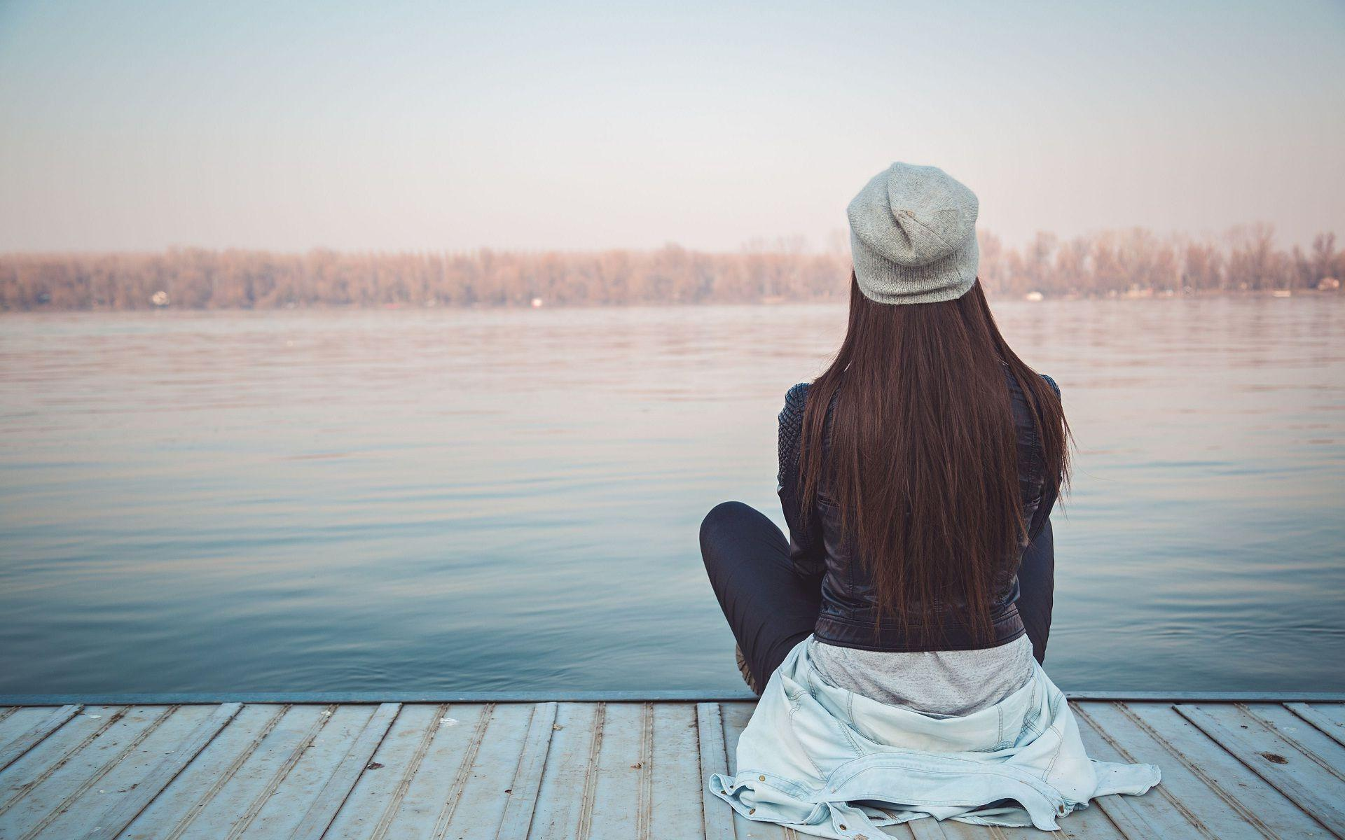 Alone Girl Images, Best Alone Girl Wallpapers in High Quality .