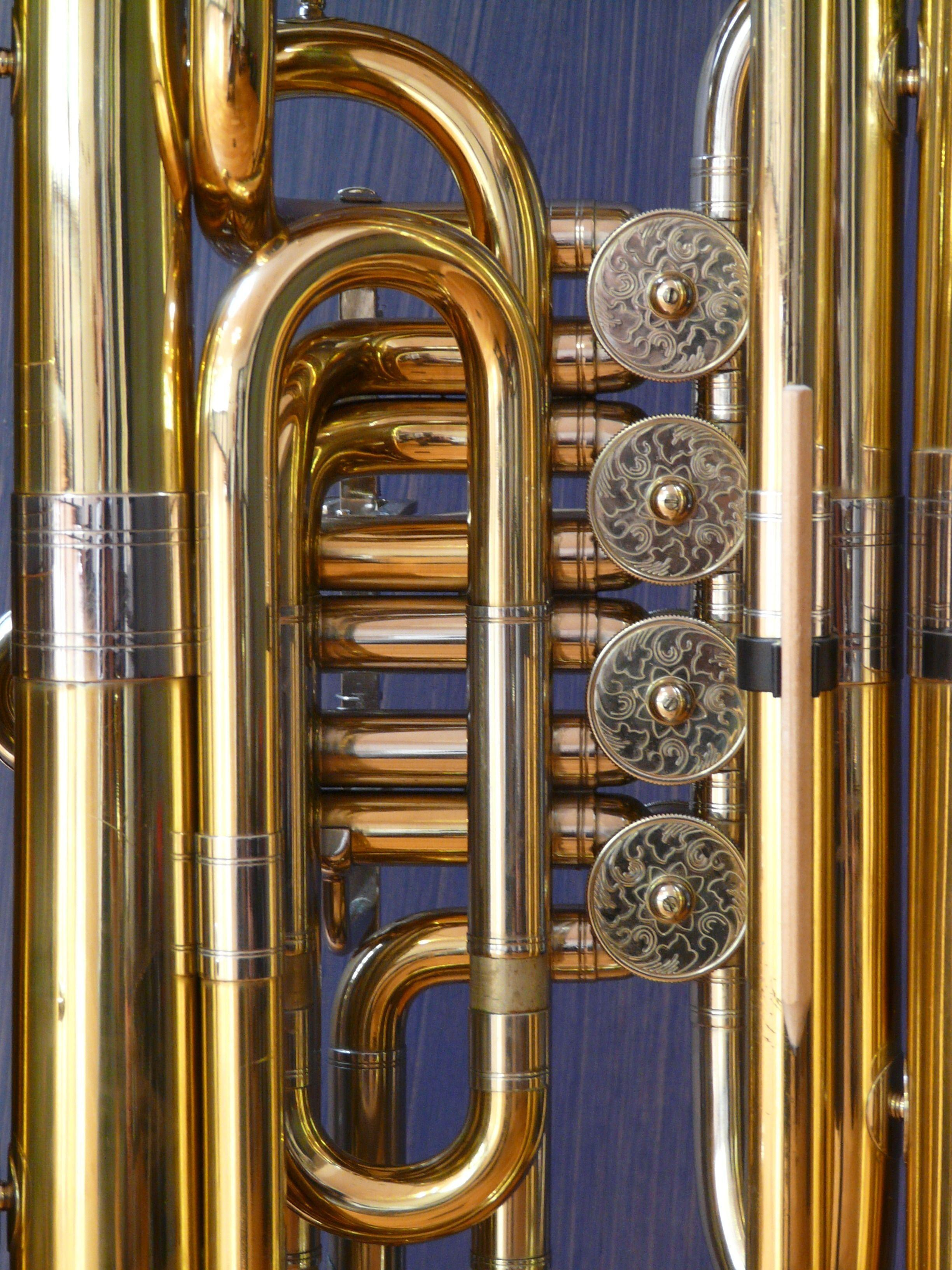 stainless steel and brass wind instrument free image | Peakpx